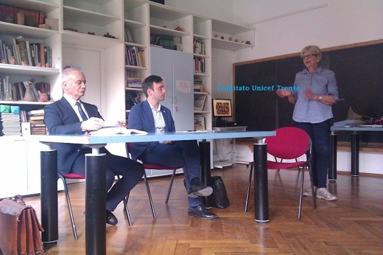 Enrica Costantini dell'UNICEF e i notai di Trento