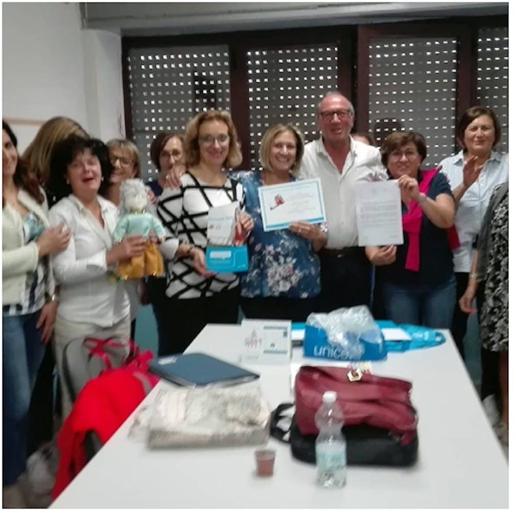 Mario Coviello con le insegnanti della scuola primaria di Muro Lucano