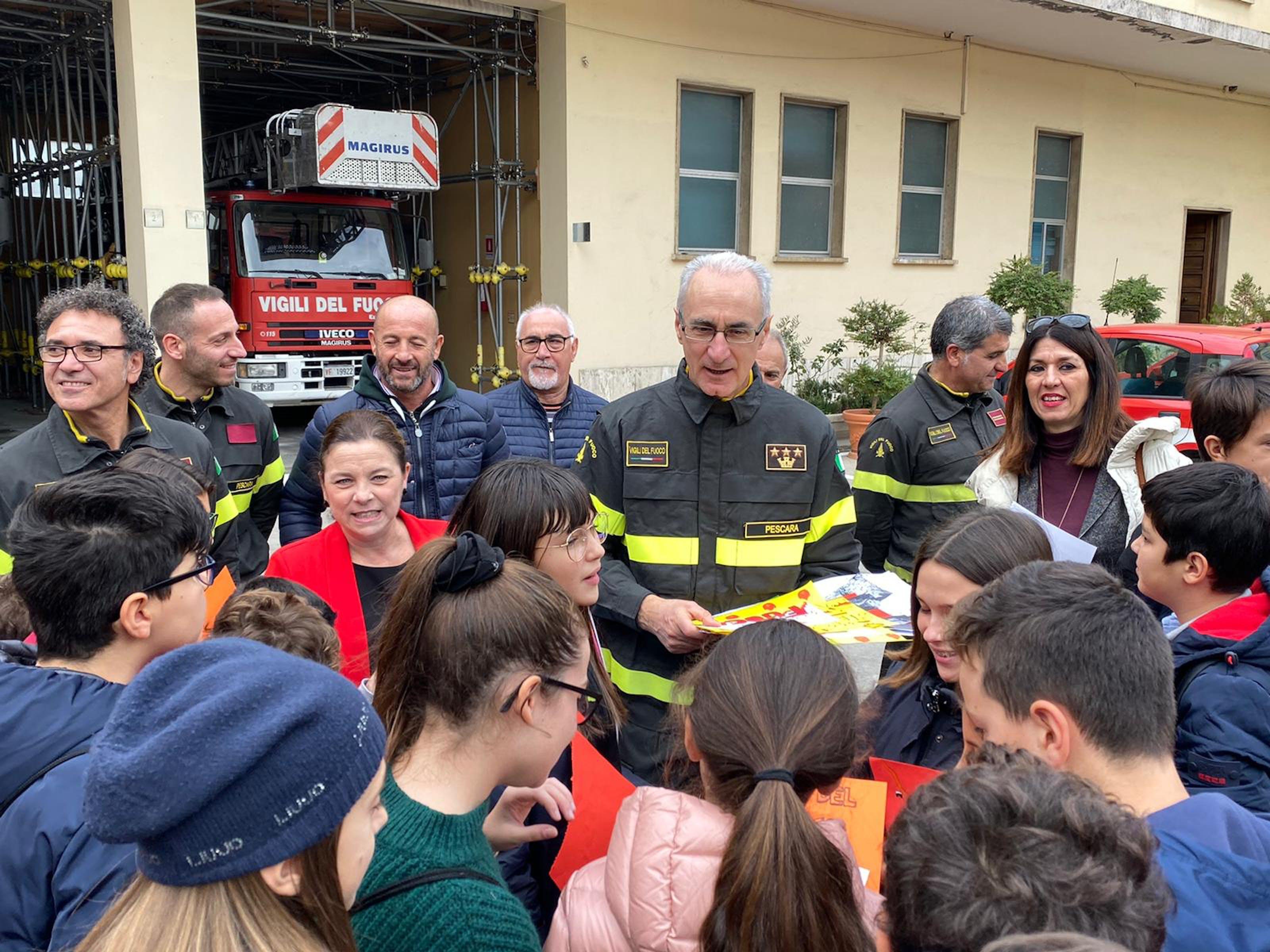 Vigili del Fuoco e Comitato UNICEF di Pescara insieme per difendere i diritti dei bambini nella Giornata Mondiale dell'Infanzia