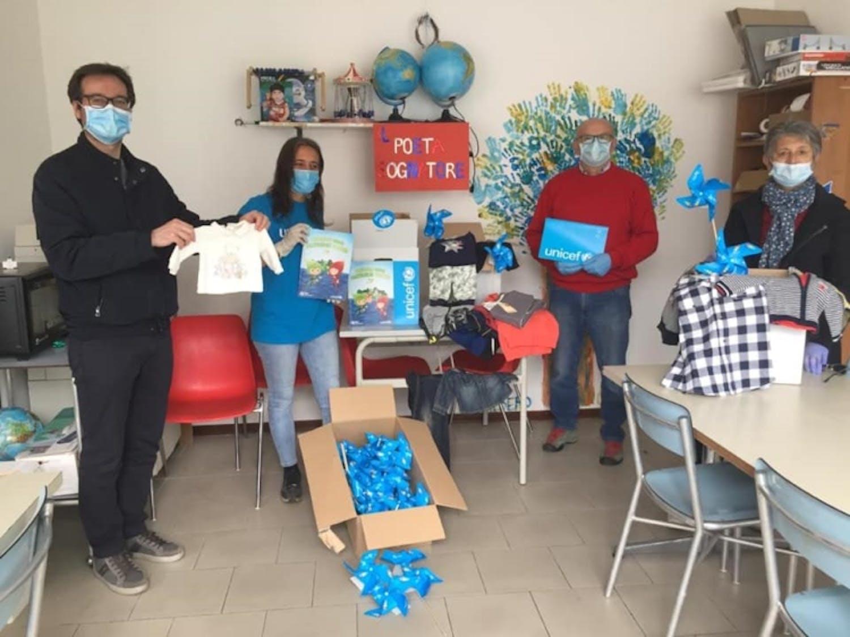 Lipomo (CO): la consegna dei materiali per i bambini