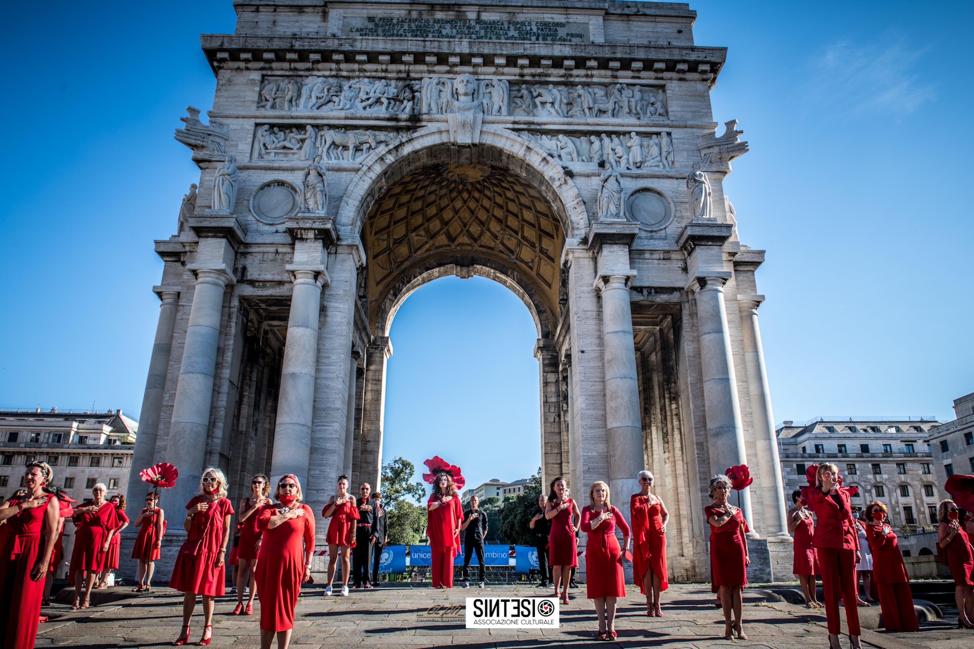 100 Donne Vestite di Rosso