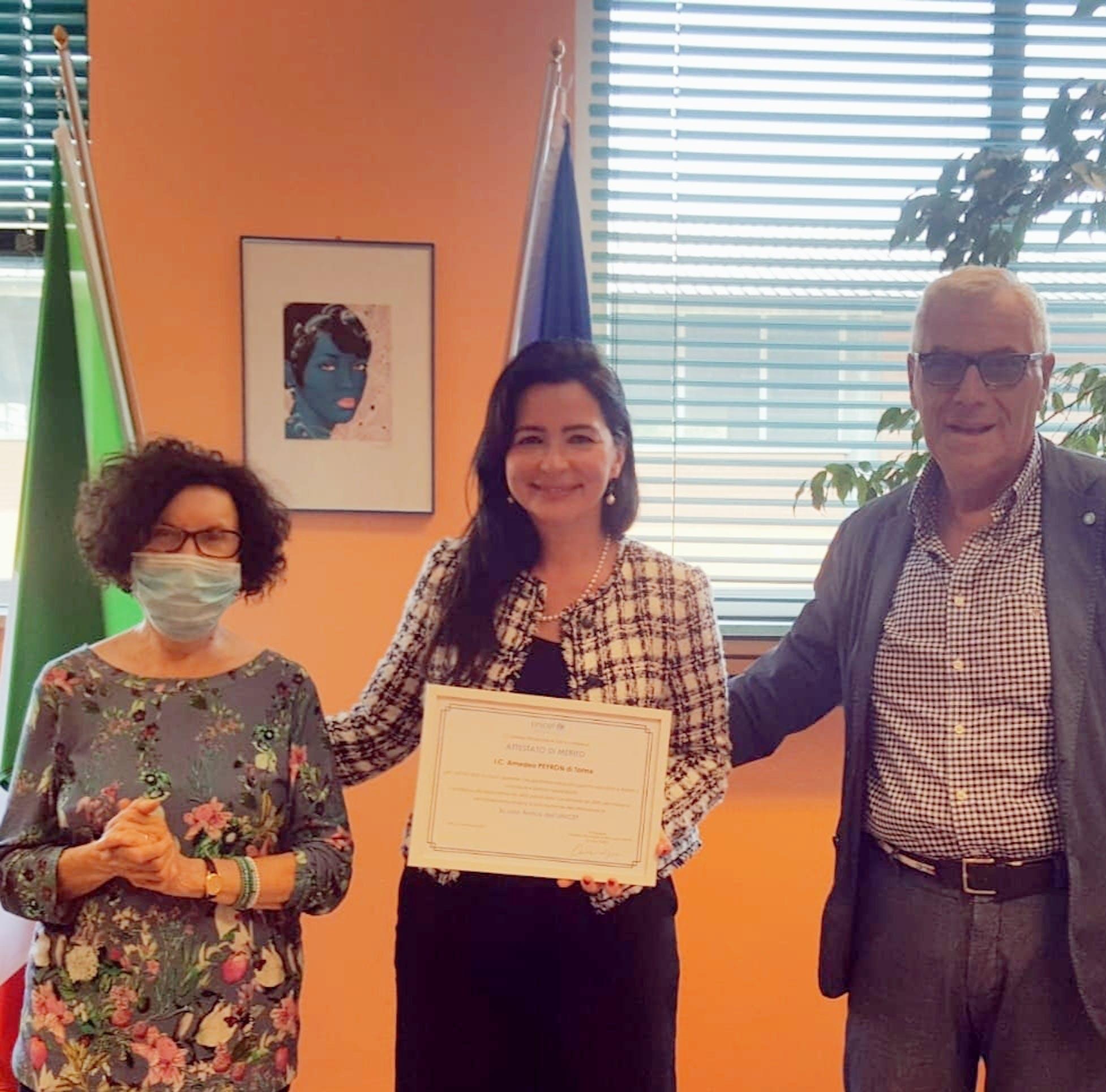 Consegna dell'Attestato di Merito UNICEF alla Dirigente dell'IC Peyron di Torino