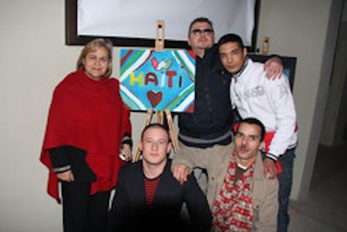 Gli ospiti del supercarcere espongono i quadri per sostenere Haiti con l'UNICEF