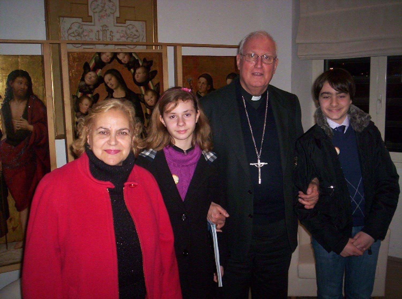 A Civitavecchia i bambini consegnano il Rapporto UNICEF 2012 al Vescovo