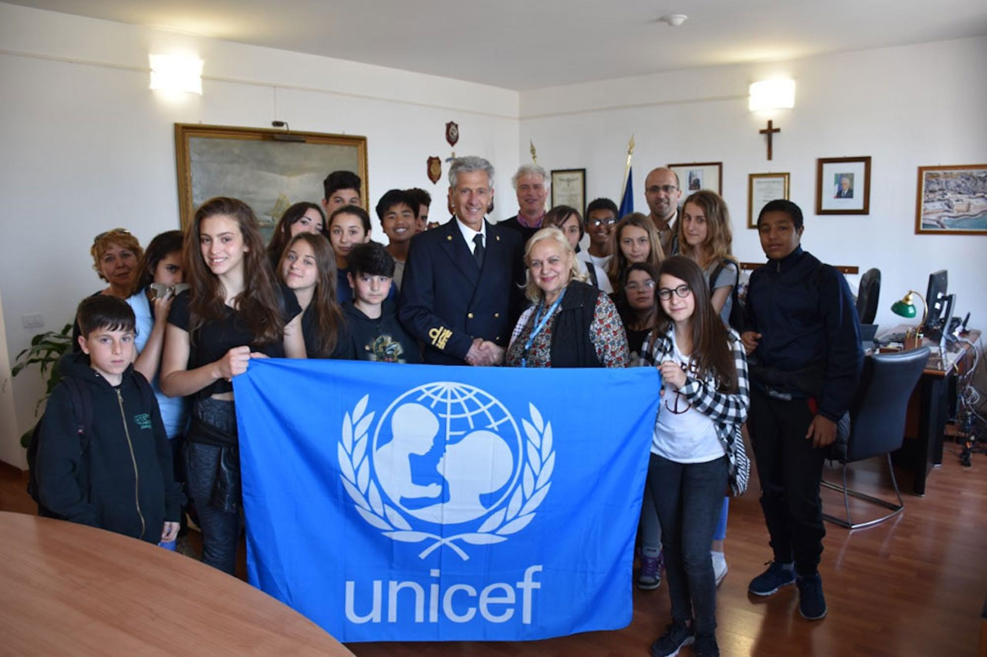 A Civitavecchia la Guardia Costiera accoglie gli studenti insieme all'UNICEF