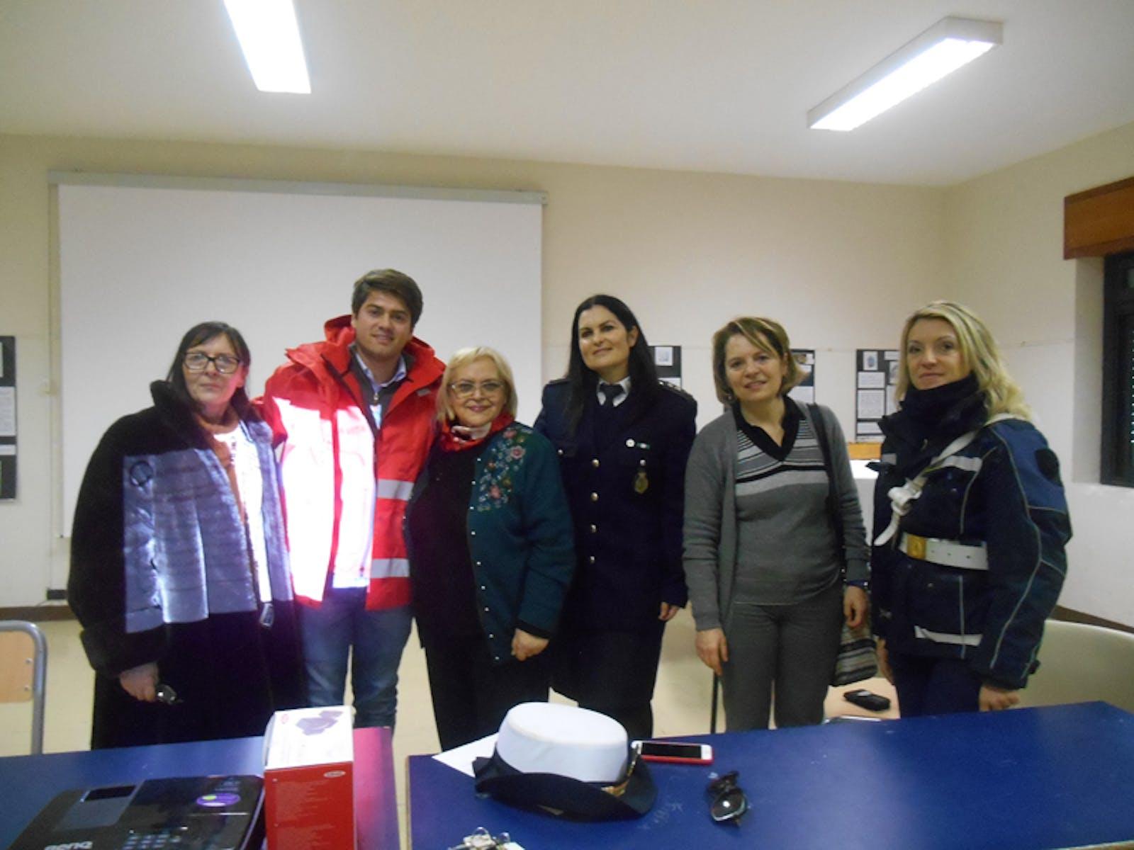 La CRI, il Comandante dei Vigili, La Prof.ssa Chiacchella, La prof. Rocchi  e Pina Tarantino
