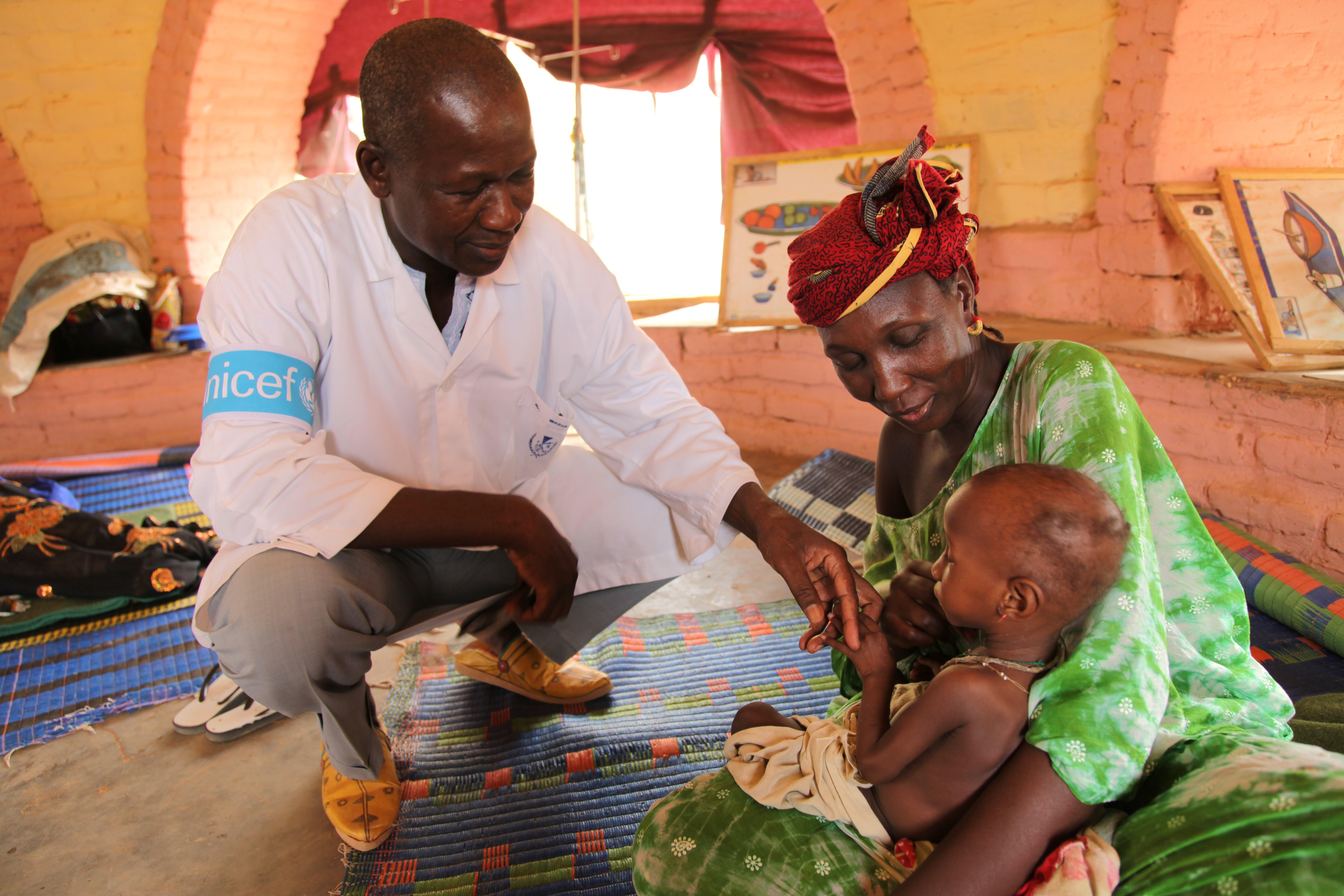 Mauritania (Sahel) Dall'inizio della crisi a oggi, nella regione saheliana, l'UNICEF ha prestato terapie salva-vita a ben 140.000 bambini colpiti dalle forme più gravi di malnutrizione.