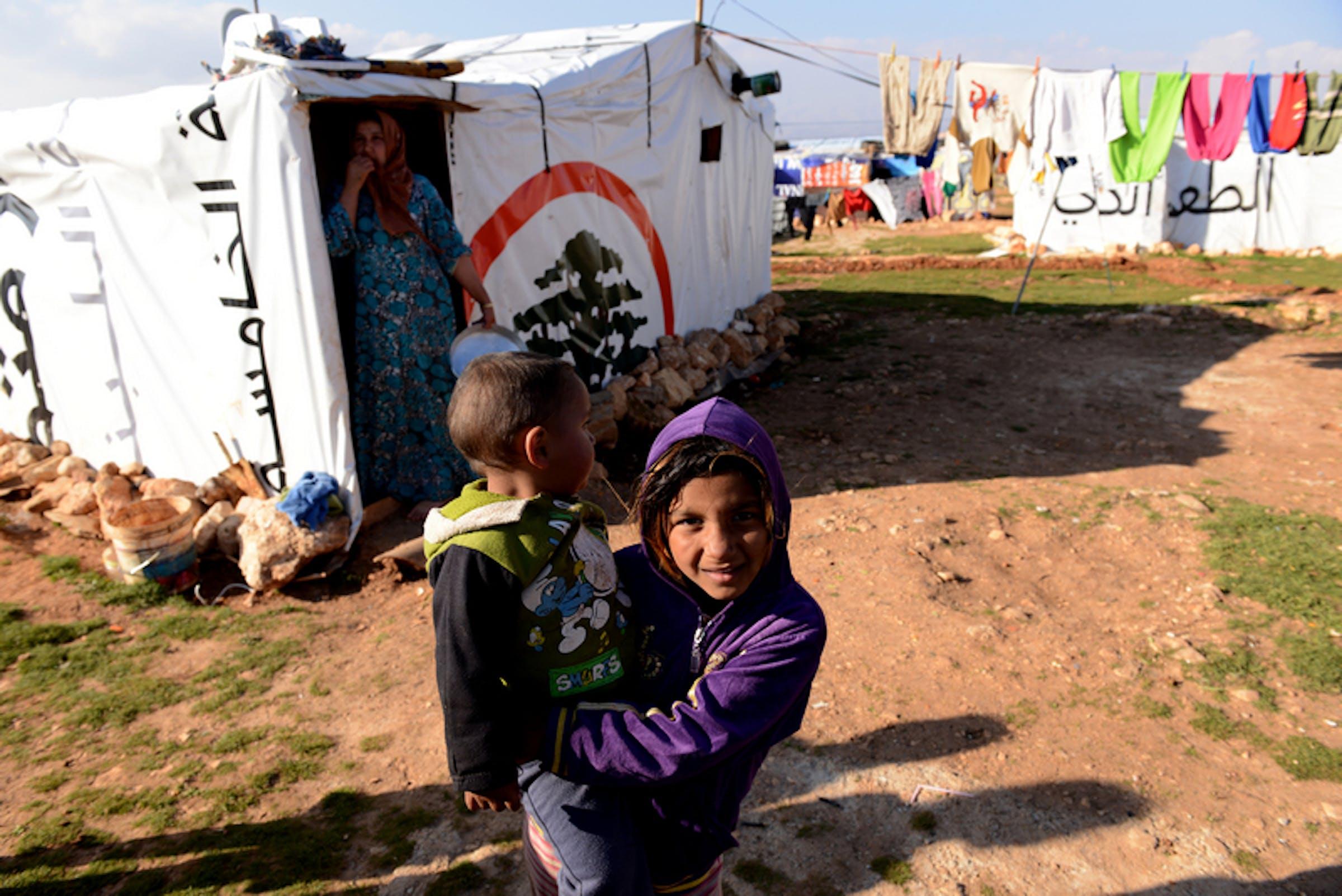 Bambini siriani in un campo profughi improvvisato nella valle della Bekaa (Libano). Come decine di migliaia di nuovi profughi, sono in attesa di essere registrati come rifugiati dall'UNHCR - ©UNICEF/NYHQ2013-0006