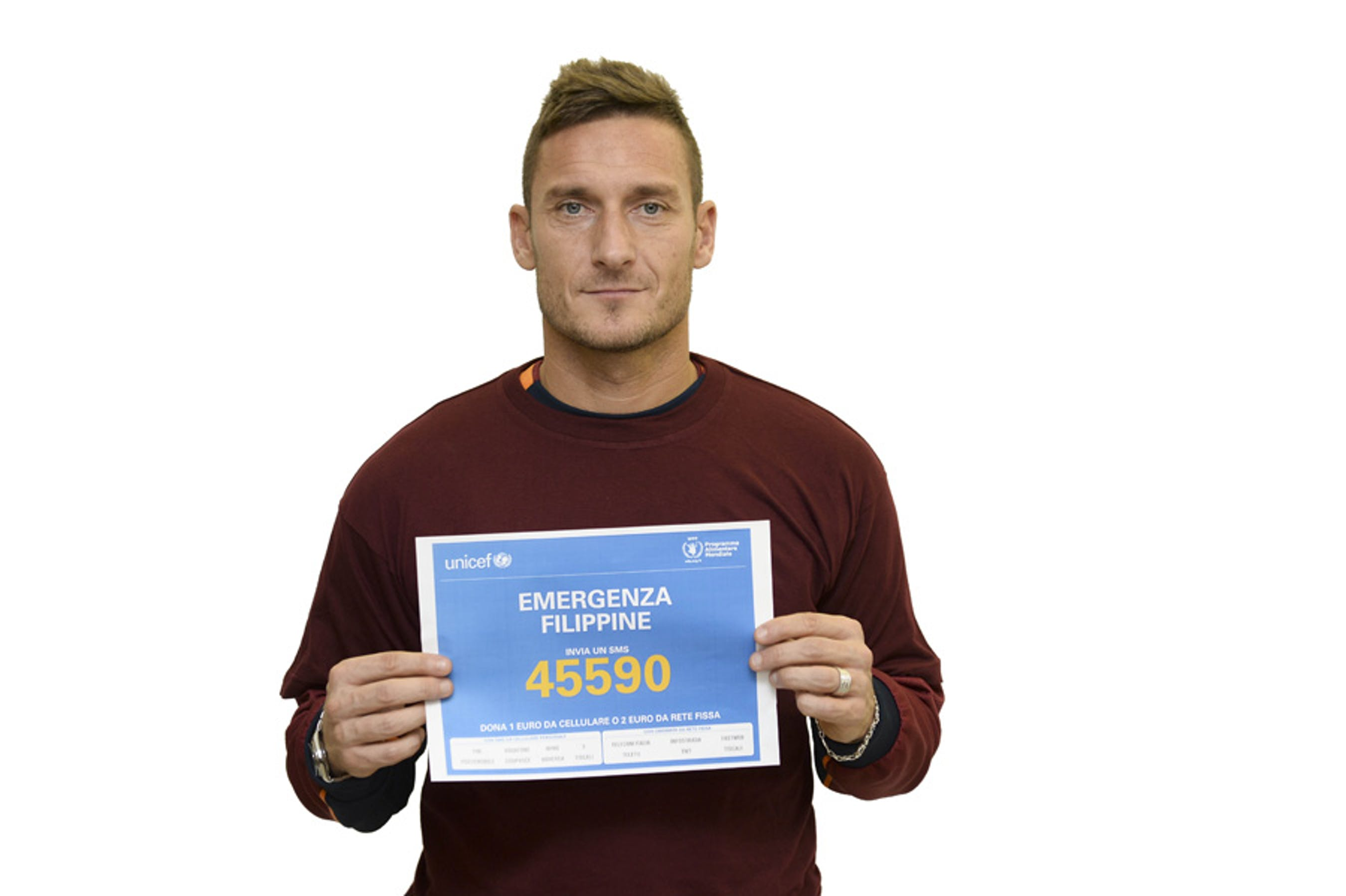 Francesco Totti con il numero solidale di UNICEF e WFP per le Filippine