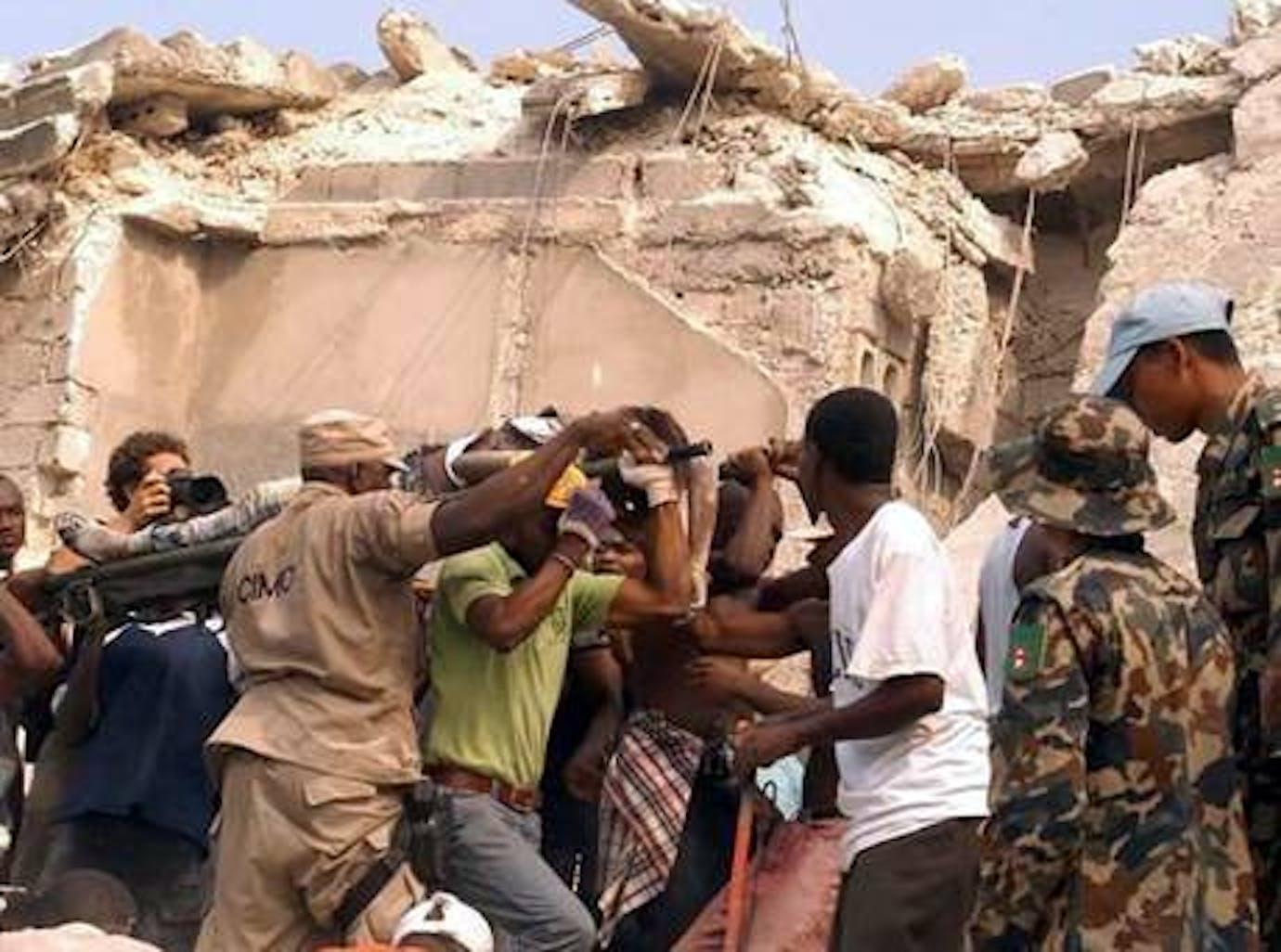 Una delle prime immagini dell'isola di Haiti devastata dal terremoto
