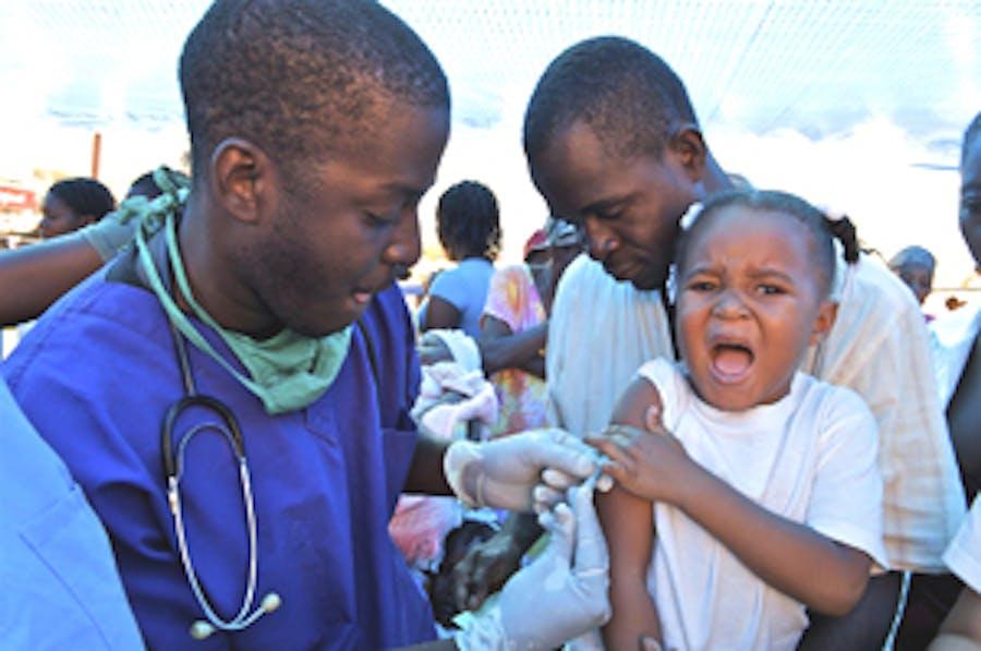 Una bambina riceve la vaccinazione contro la poliomielite - ©UNICEF Haiti