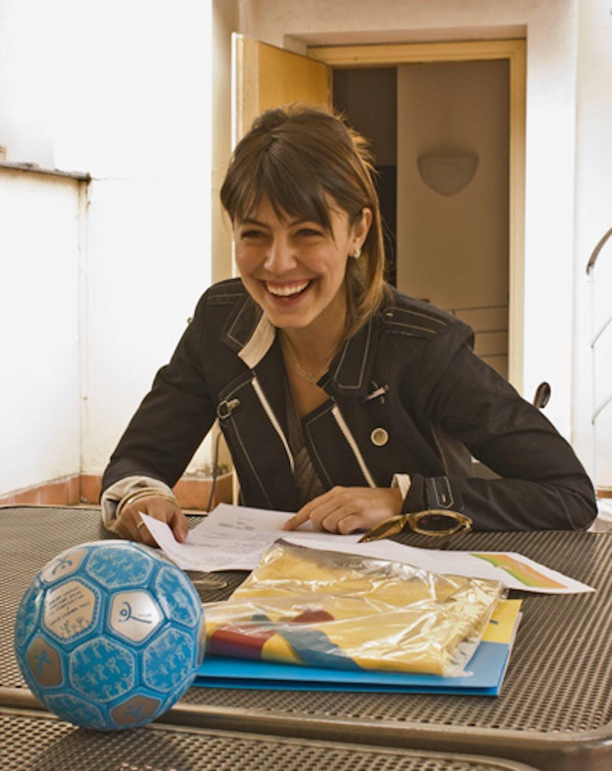 Alessandra Mastronardi testimonial della campagna Segniamo un gol per l'Africa