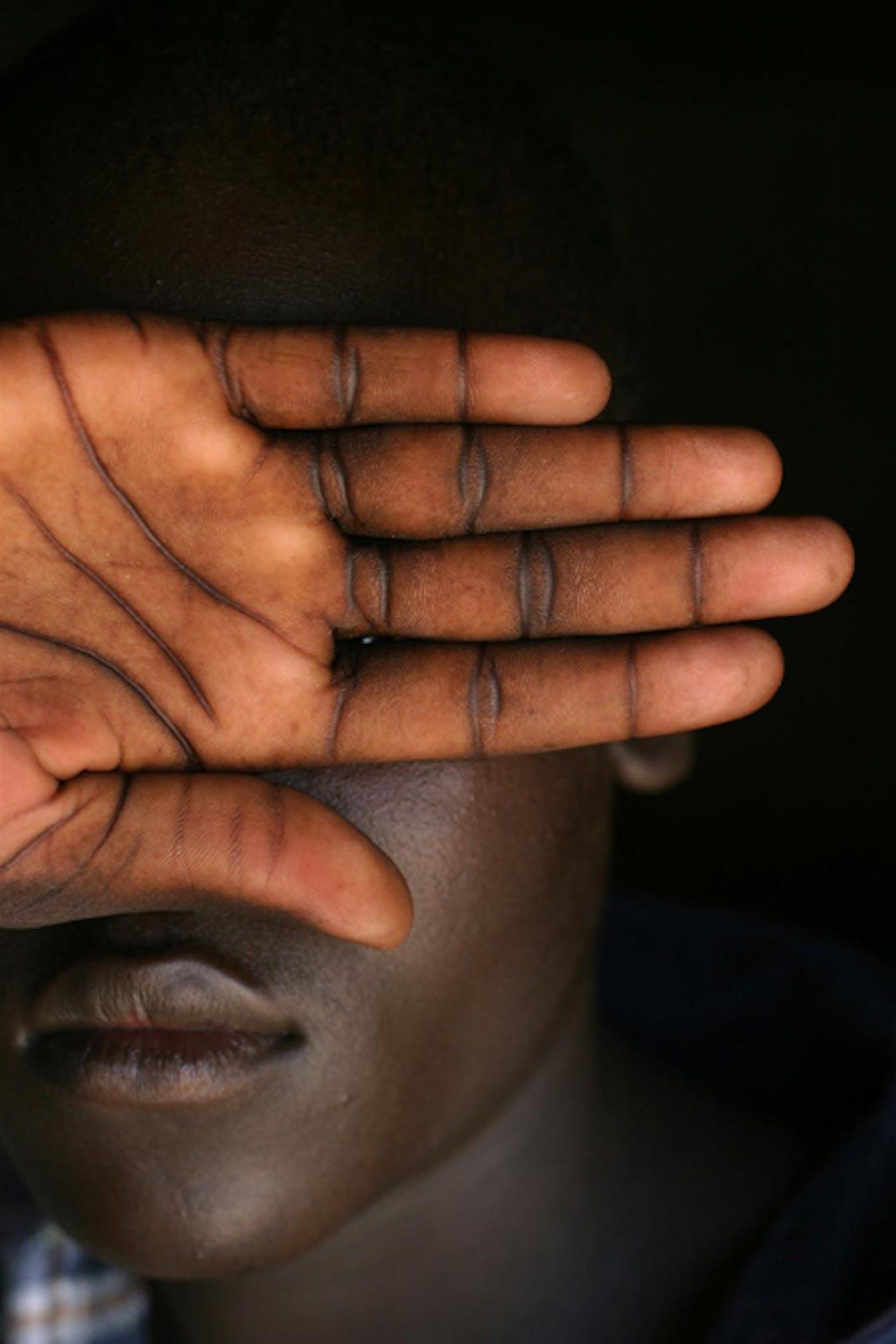 Joseph, 16 anni, per 4 anni è stato ostaggio delle milizie LRA e costretto a combattere nella guerra civile in Uganda. Una volta smoblitato è stato affidato alle cure dell'UNICEF - ©UNICEF/HQ04-1155/RLeMoyne