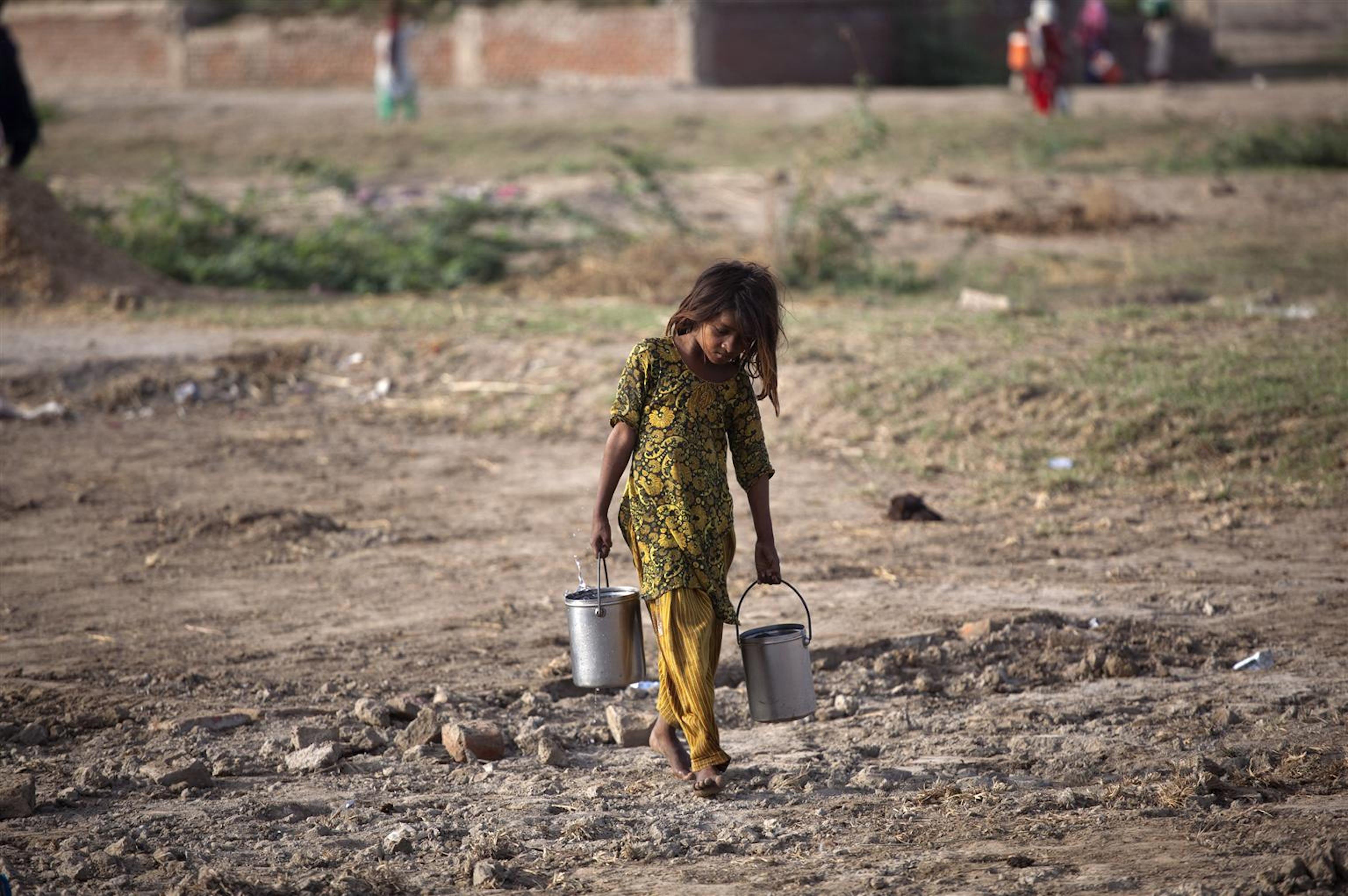 Pakistan. Una delle priorità dell'UNICEF è garantire acqua potabile alla popolazione colpita dall'alluvione ©UNICEF