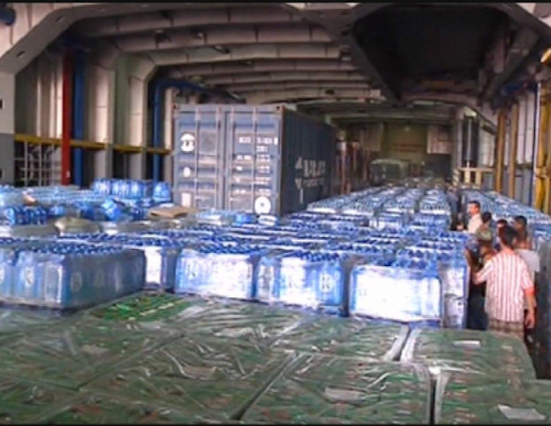 Un deposito UNICEF di bottiglie di acqua in via di distribuzione in Libia - ©UNIFEED/2011