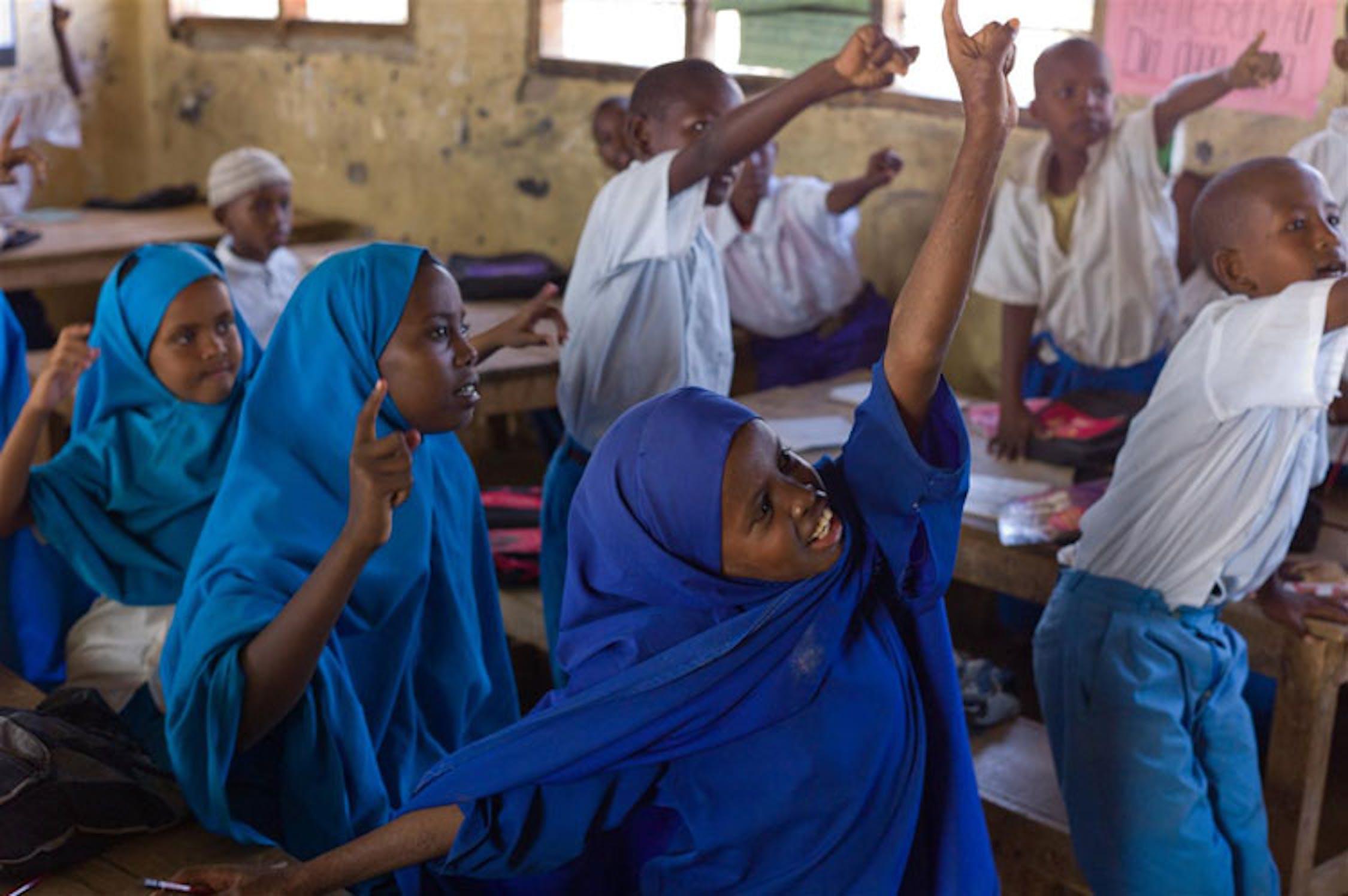 Bambini in una scuola di Garissa, nel Nord-est del Kenya - ©UNICEF Kenya/2011-0079/Nesbitt