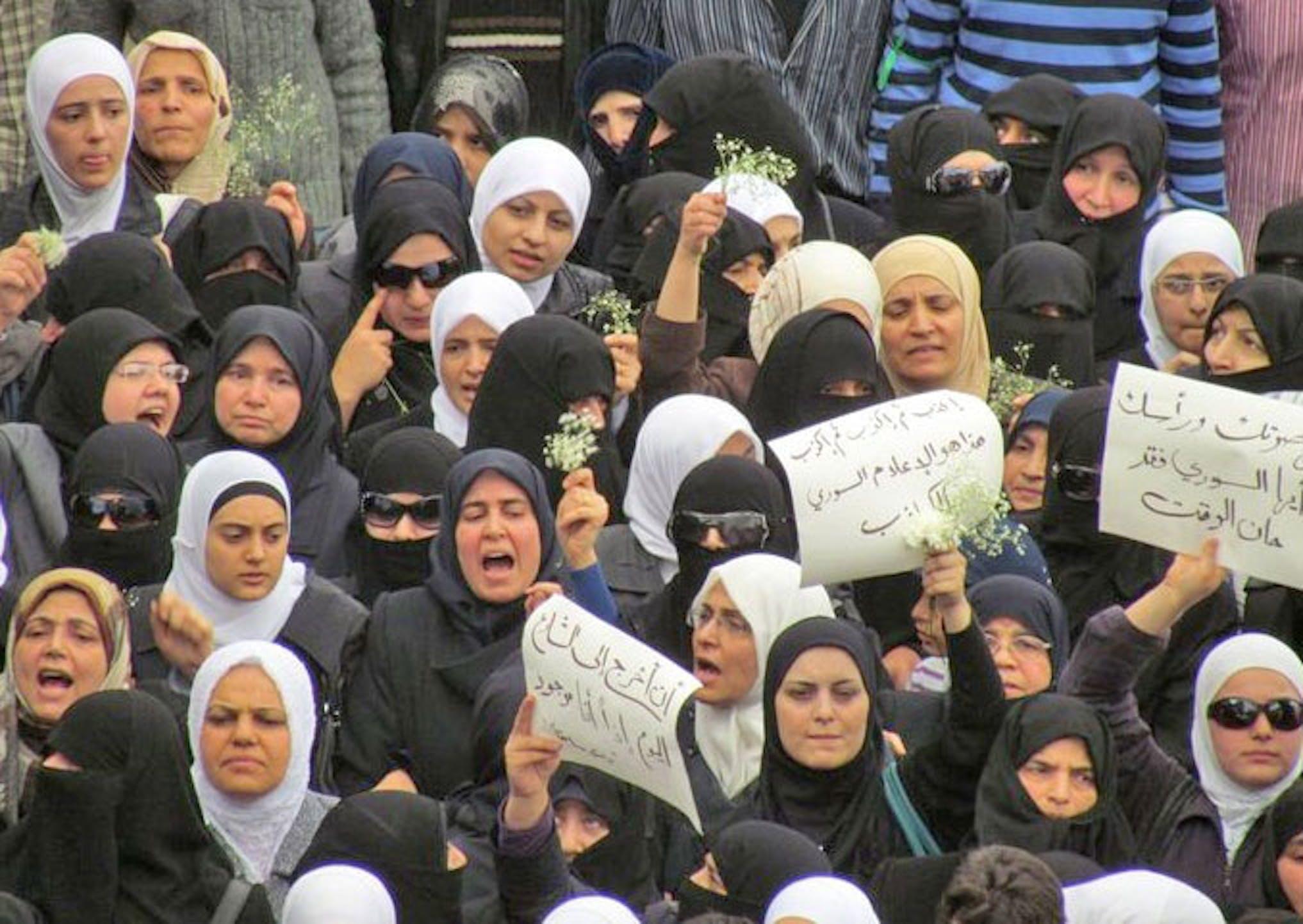 Donne siriane durante una manifestazione di protesta contro il regime di Bashar Assad - ©UN News/2011
