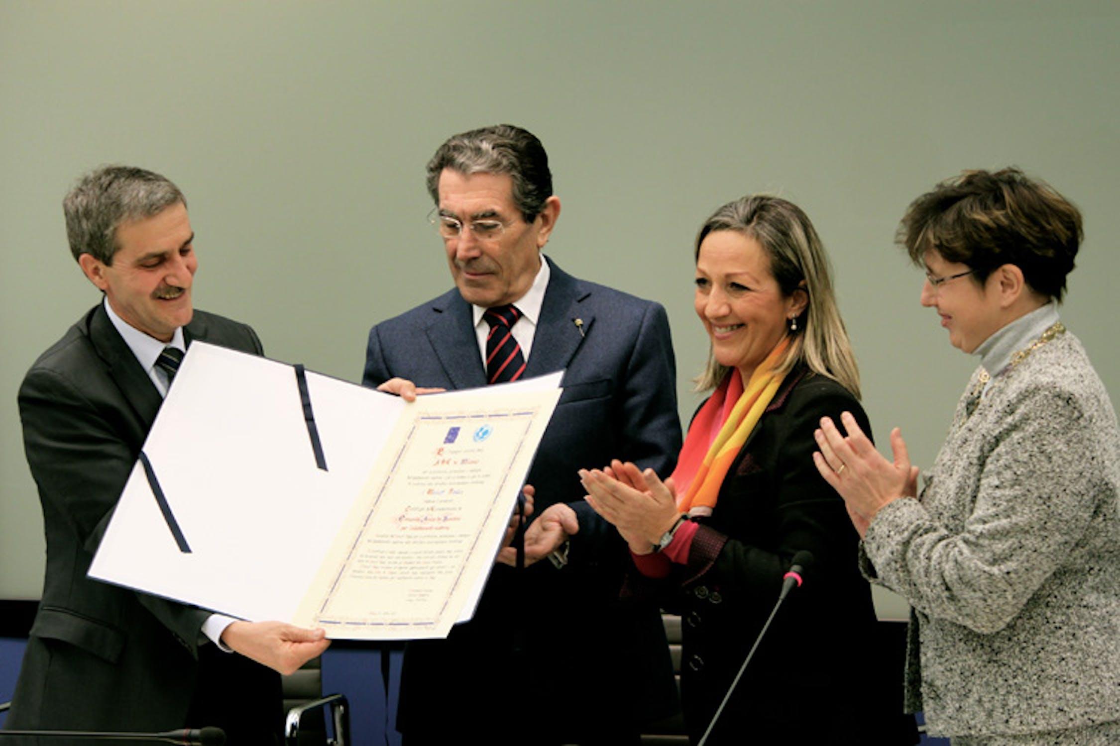 Da sin.: Walter Locatelli (ASL di Milano), Luciano Bresciani (Regione Lombardia), Paola Bianchi (UNICEF Italia), M. Enrica Bettinelli (task force UNICEF-ASL Milano) - ©UNICEF Italia/2012