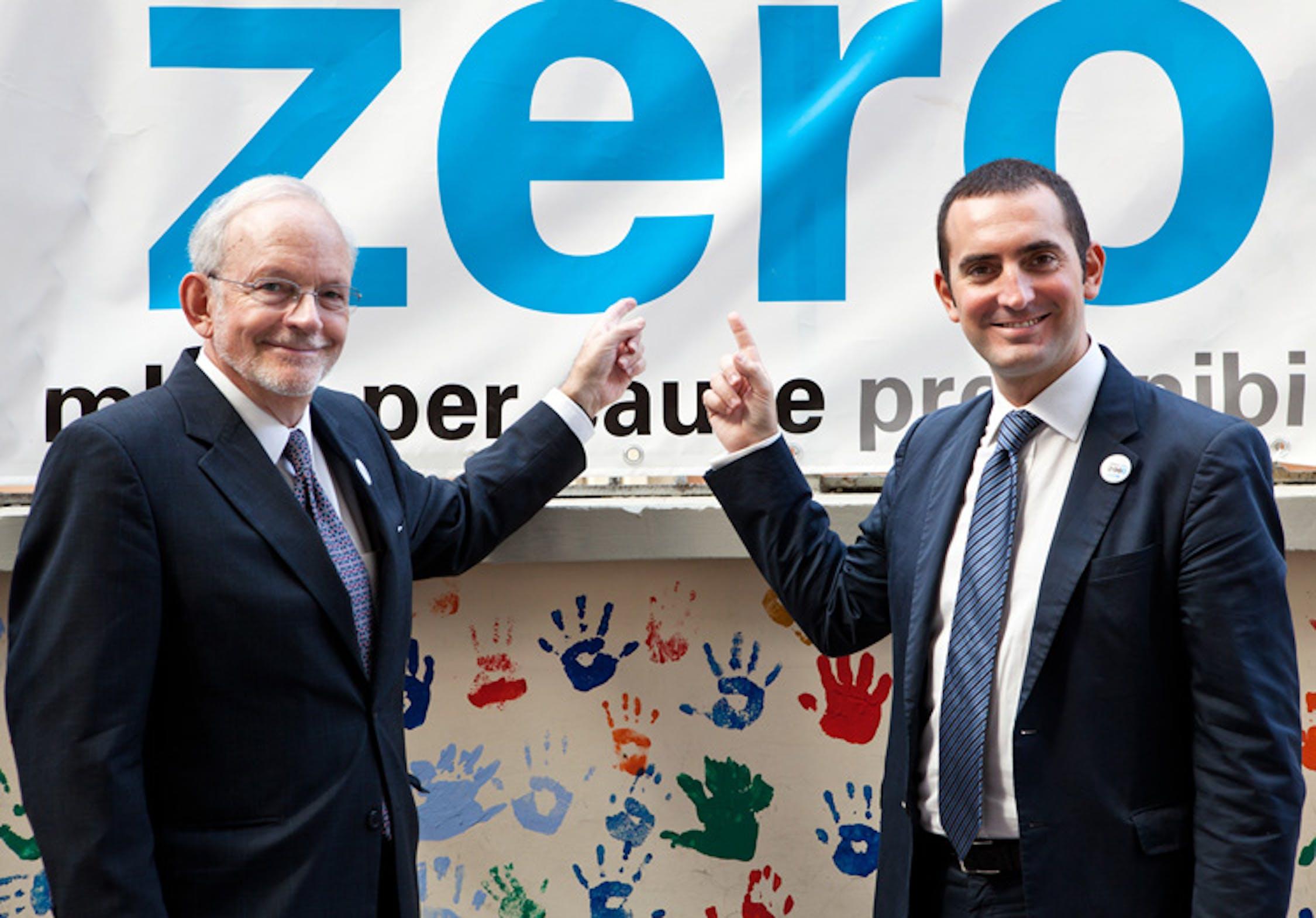 Il direttore dell'UNICEF Anthony Lake (sin.) e il presidente del Comitato Italiano UNICEF Vincenzo Spadafora al lancio della campagna 'Vogliamo Zero' - ©UNICEF Italia/2011/Serena Eller