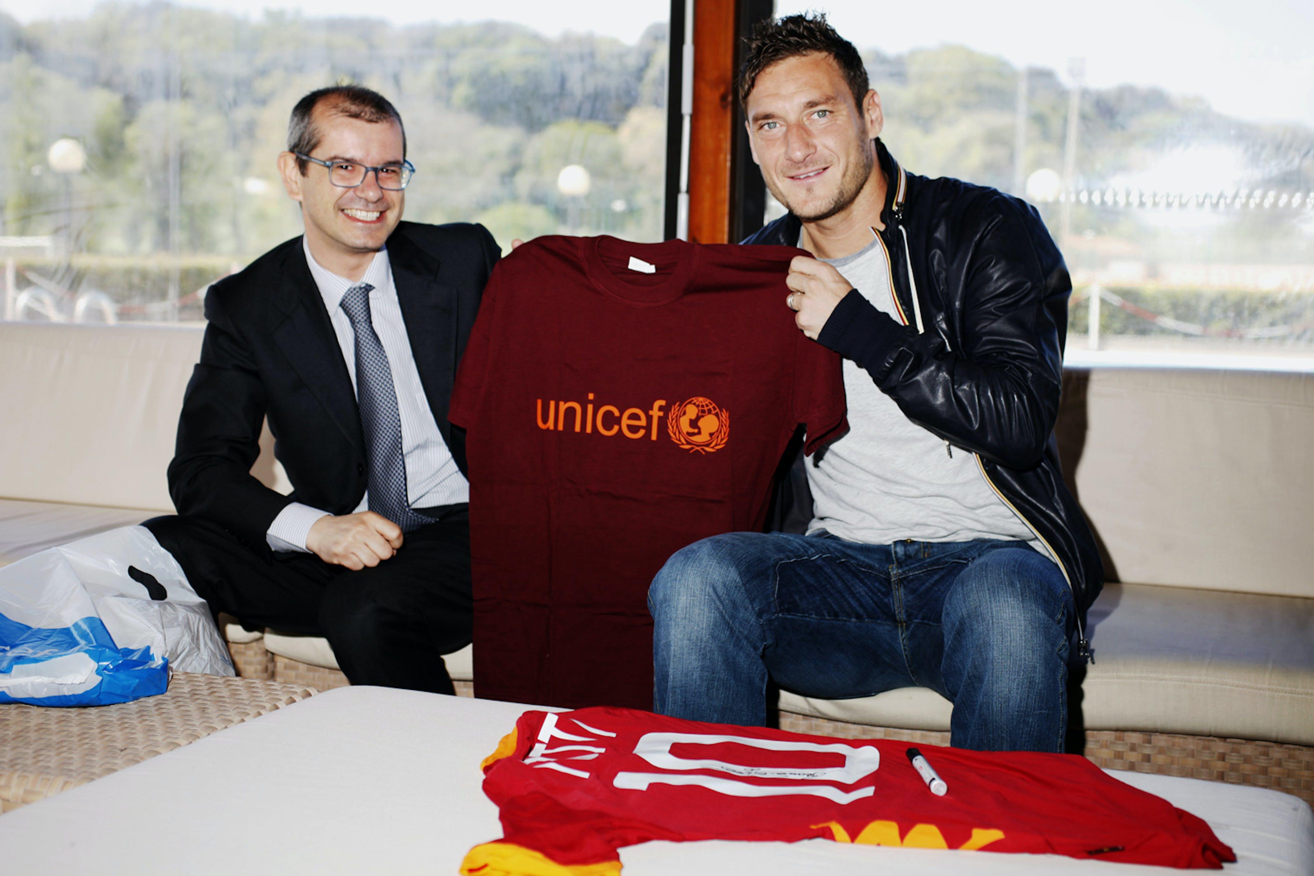 Francesco Totti con il direttore generale dell'UNICEF Italia Davide Usai - ©UNICEF Italia/2012/Alessandro Longobardi
