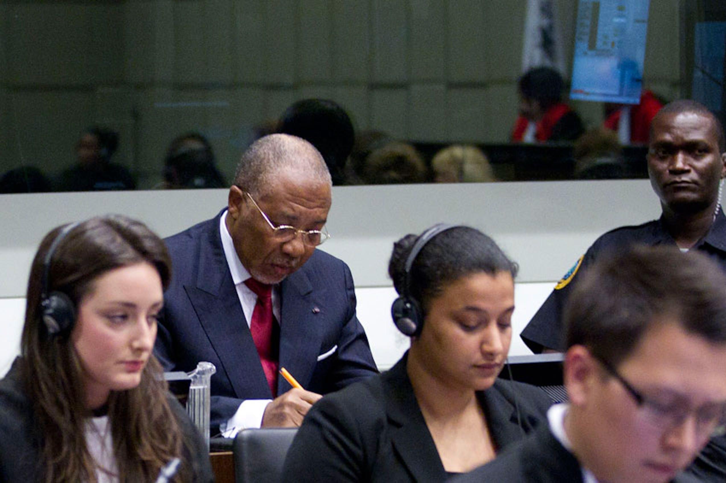 L'ex presidente della Liberia, Charles Taylor, mentre attende il verdetto del Tribunale speciale per la Sierra Leone - ©AP/Peter Delong