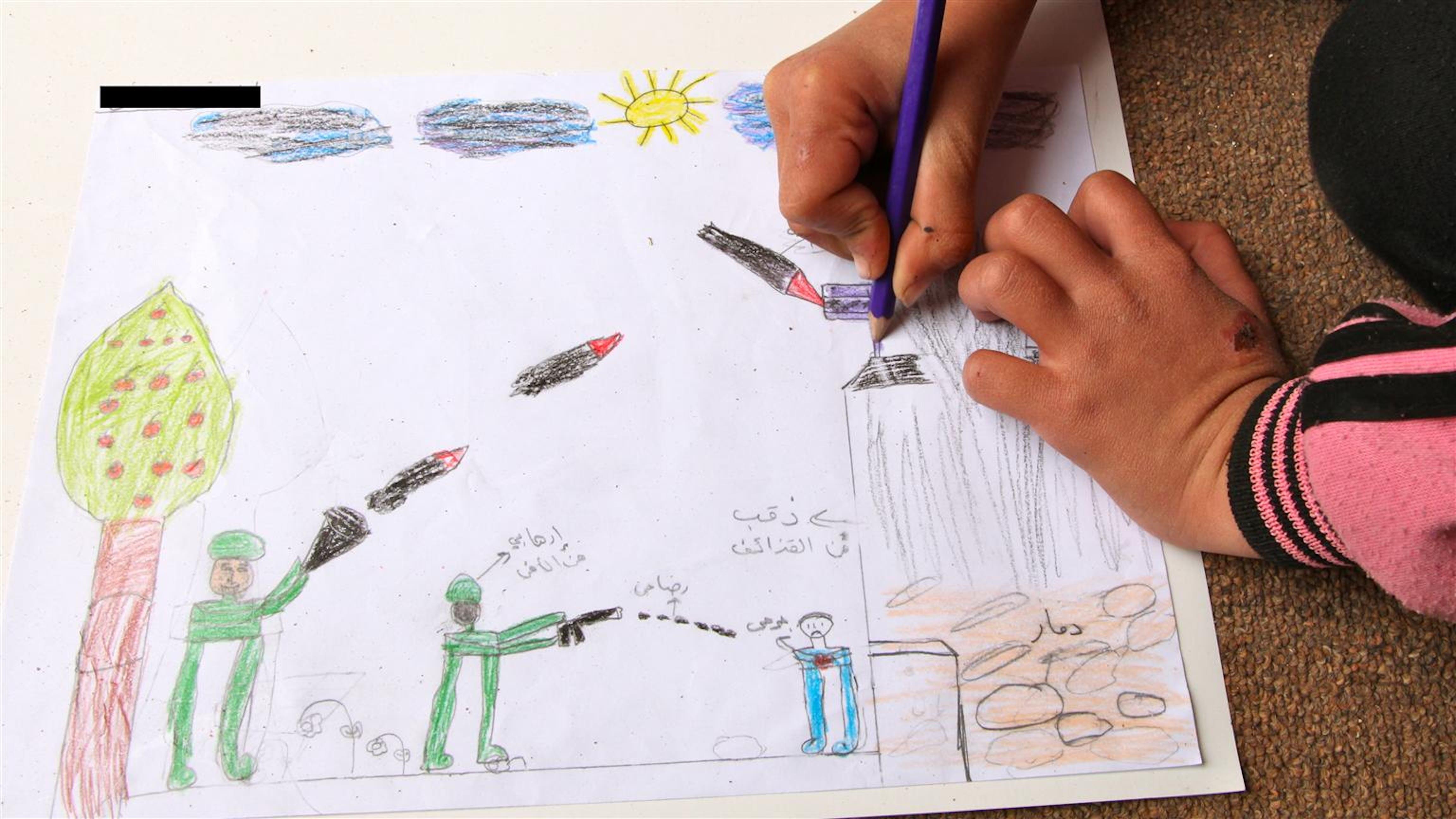 Il disegno di questa bambina siriana di 8 anni, rifugiata a Ramtha (Giordania), illustra la scena di un bombardamento alla quale ha assistito - ©UNICEF/NYHQ2012-0196/Pirozzi