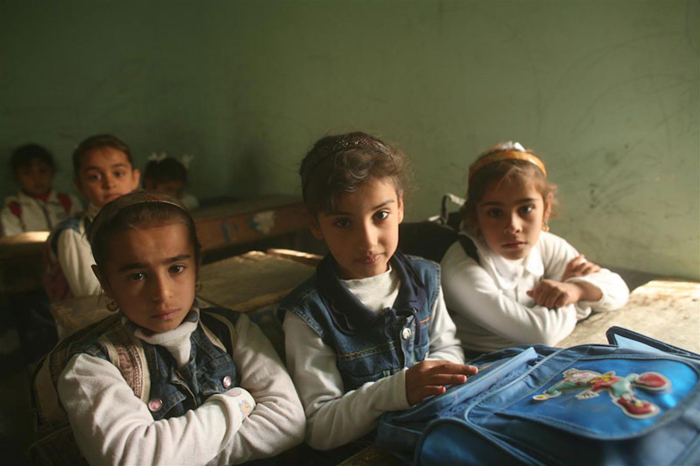 Bambini in una scuola dell'Iraq - ©UNICEF/NYHQ2007-2319/M.Kamber