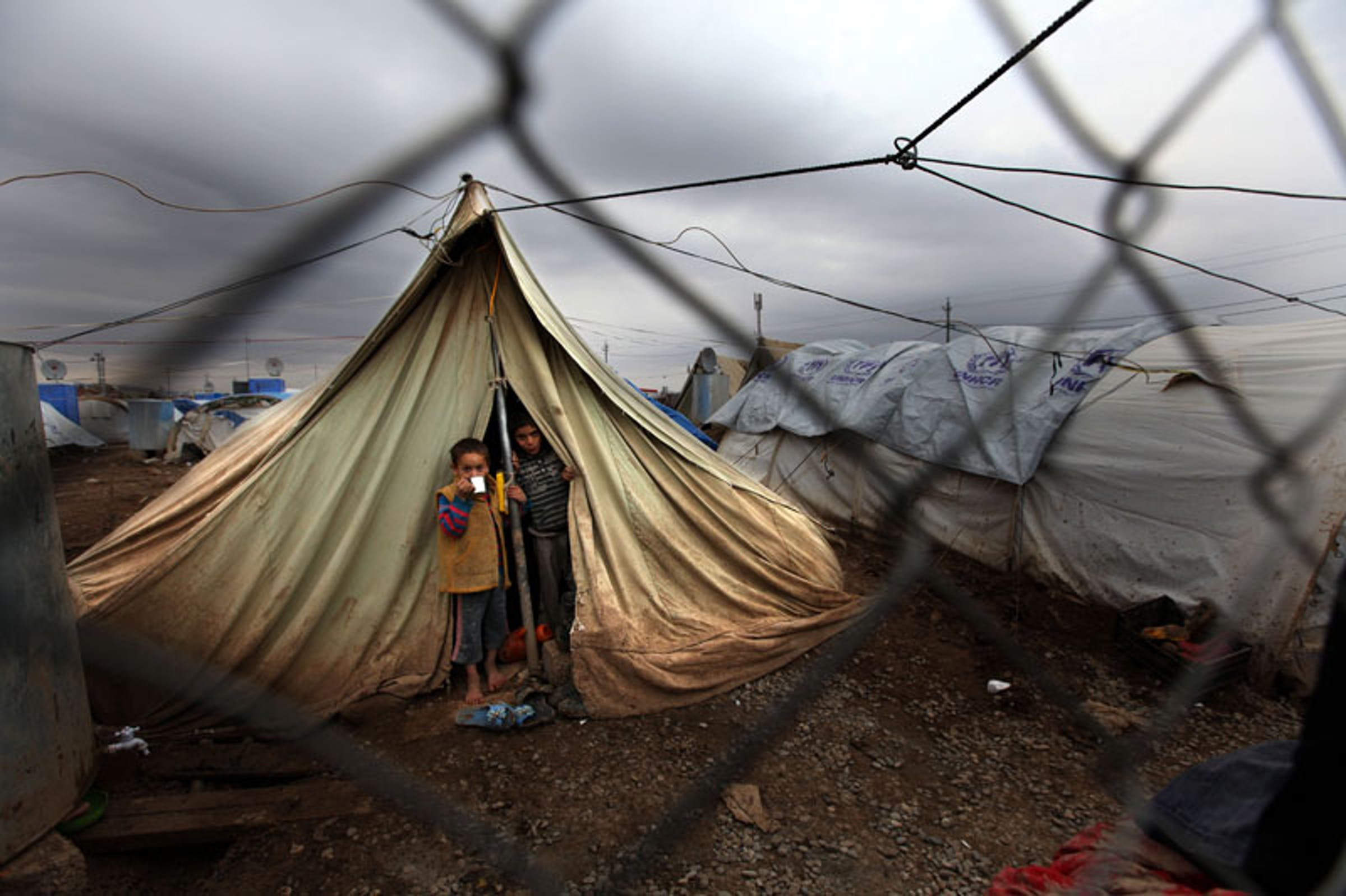 Bambini nella tendopoli di Domiz, in Iraq, che ospita migliaia di profughi siriani - ©UNICEF Iraq/2013/Wathiq Khuzaie