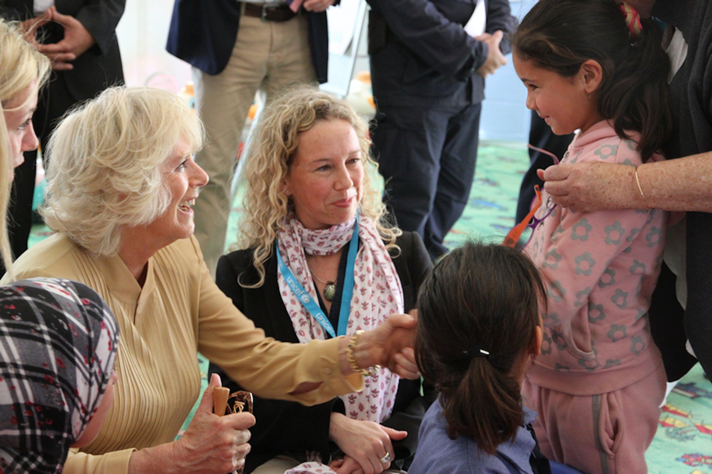 Camilla Shand, Duchessa di Cornovaglia, durante la visita della coppia reale inglese nel campo per profughi siriani ''King Abdullah'' in Giordania - ©UNICEF UK/2013/Katie Morrison