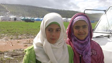 Due bambine del campo per sfollati di Karameh, nel nord-ovest della Siria - ©UNICEF Siria/2013/Bastien Vigneau