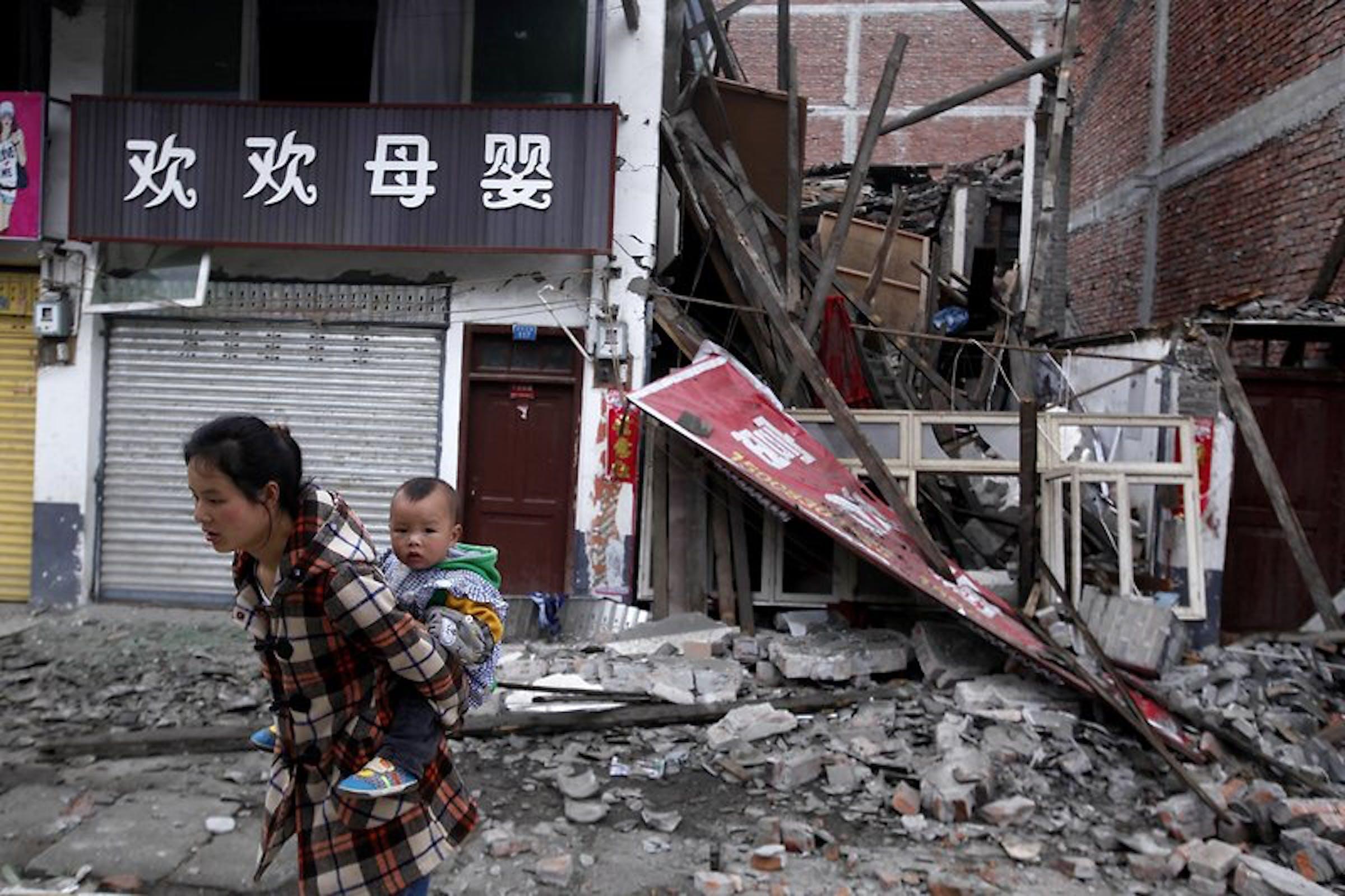 Un'immagine del terremoto di sabato 20 aprile 2013 nella provincia cinese del Sichuan