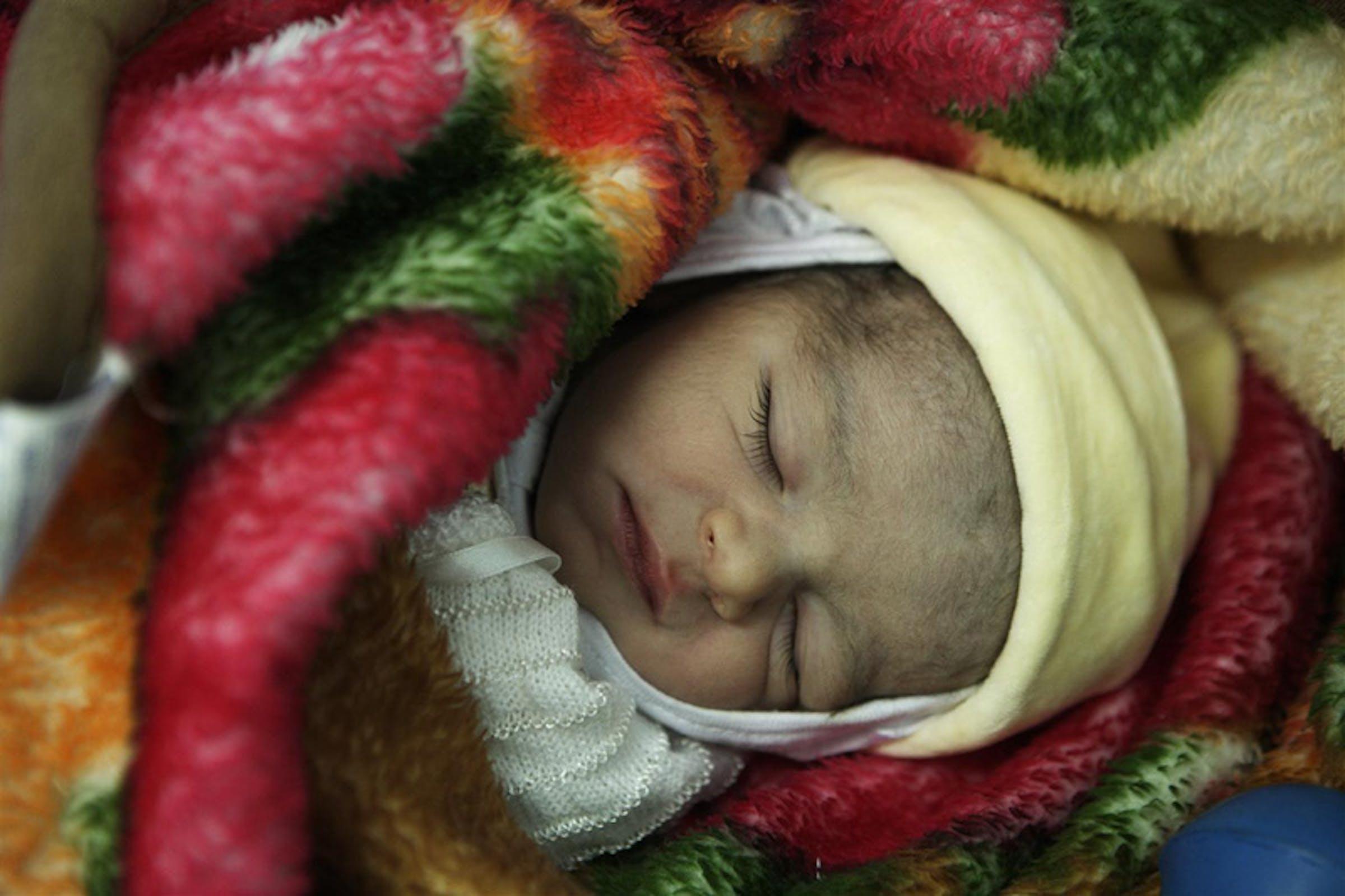 Un neonato di Latakia (Siria) - ©UNICEF/NYHQ2006-0788/S.Noorani