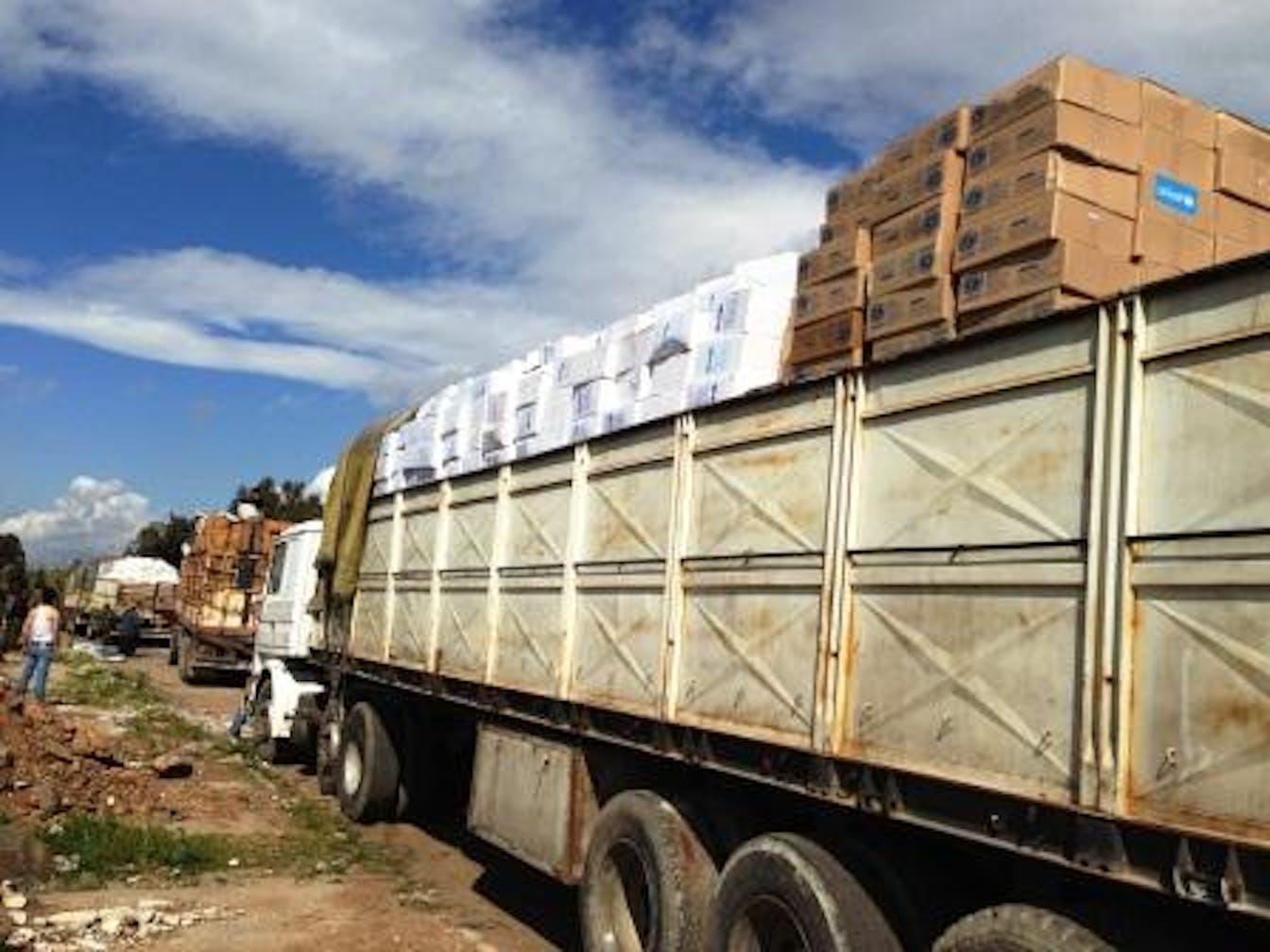 Alcuni dei camion con aiuti UNICEF che hanno raggiunto la città siriana di Talbiseh, nei pressi di Homs - ©UNICEF Siria/2013/A.Musse