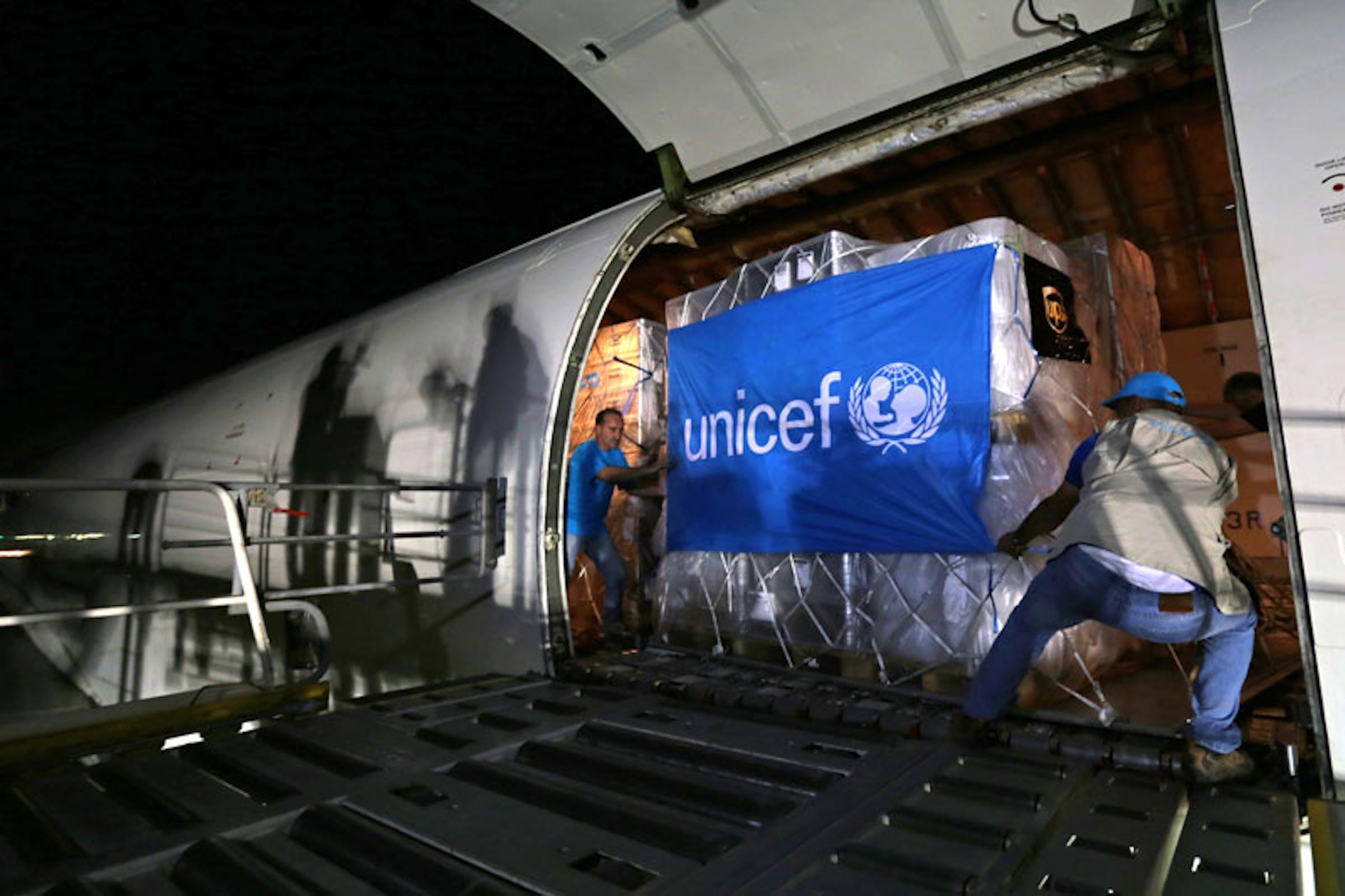 L'arrivo all'aeroporto di Erbil (Iraq) di un cargo con aiuti UNICEF per i bambini siriani nei campi profughi iracheni - ©UNICEF Iraq/2013/Aziz