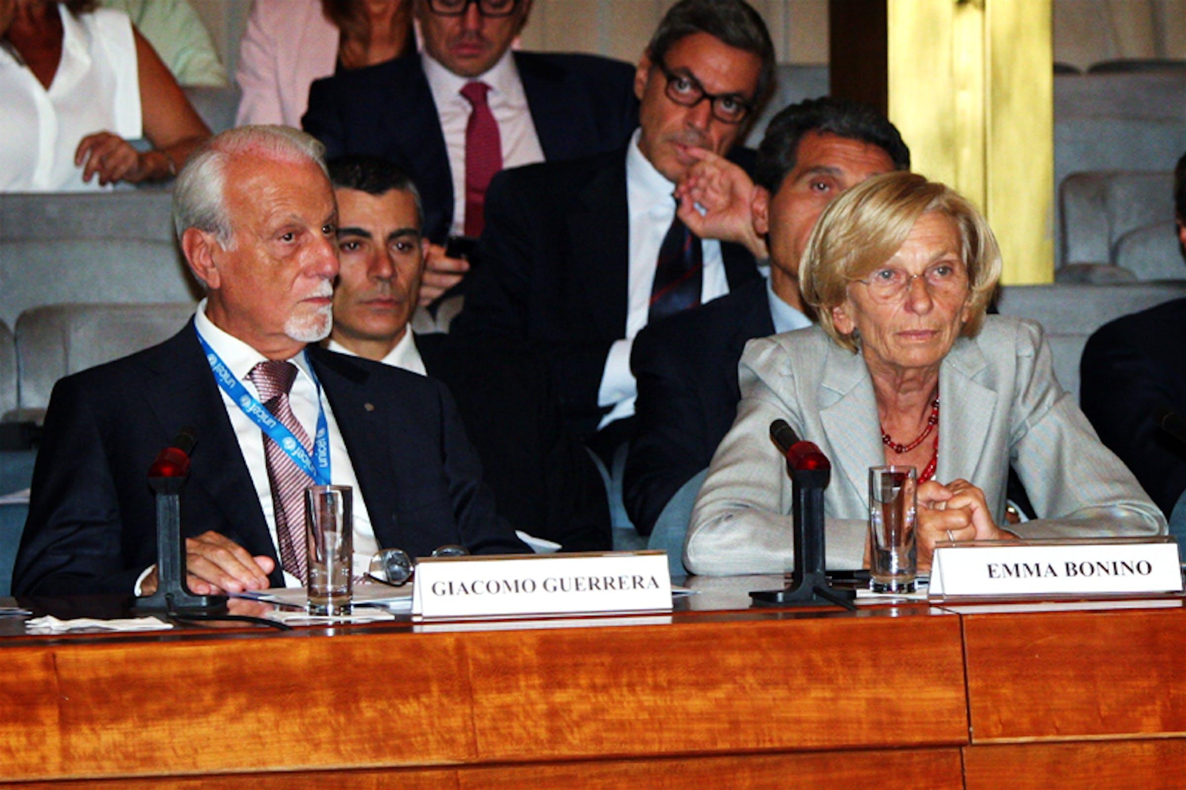 Il presidente dell'UNICEF Italia Giacomo Guerrera e il ministro degli Esteri Emma Bonino durante il convegno sulla Siria alla Farnesina - ©UNICEF Italia/2013/Alessandro Longobardi