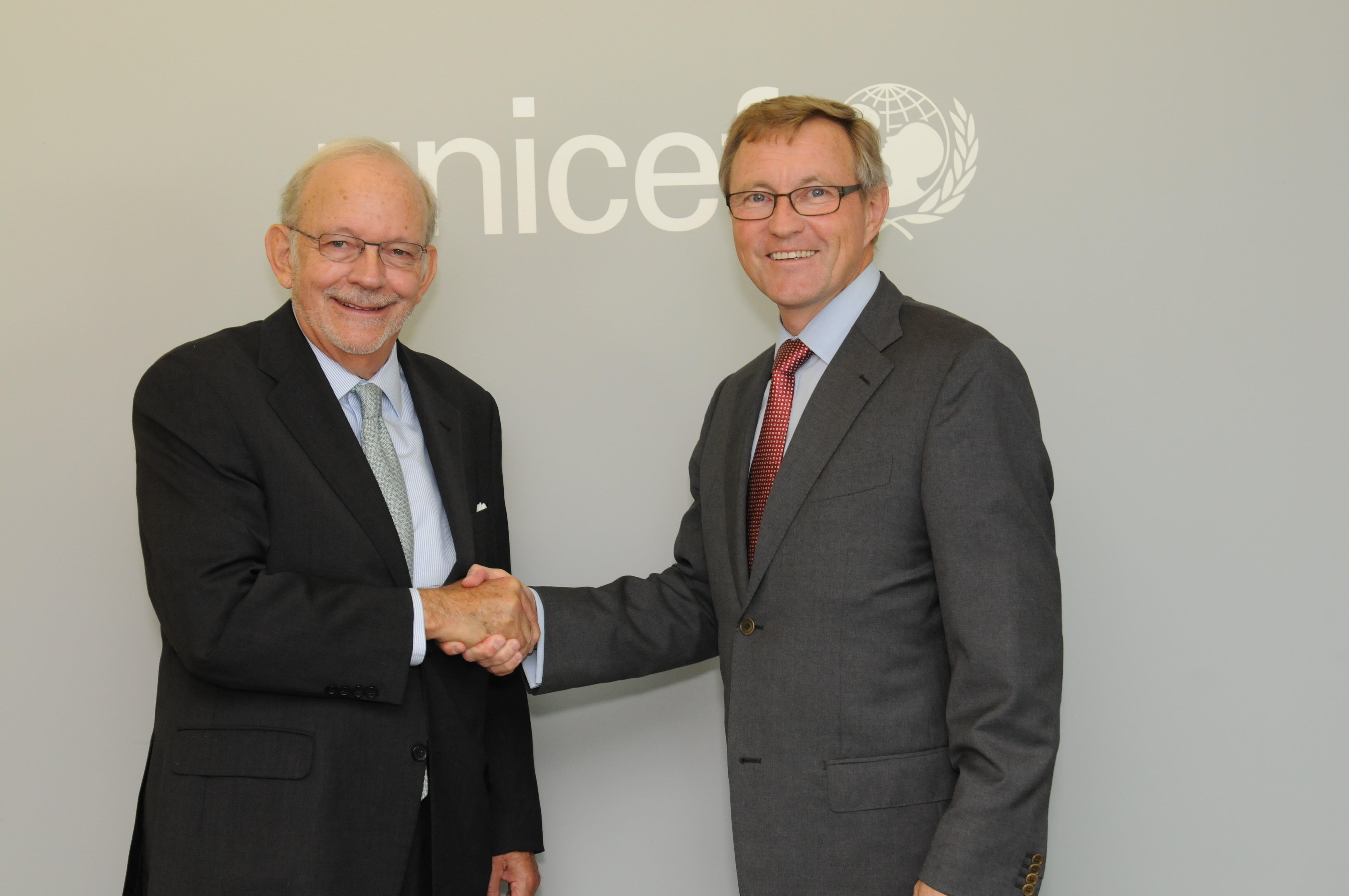 Il Direttore generale dell'UNICEF Anthony Lake con il CEO  di IKEA Foundation Per Heggenes