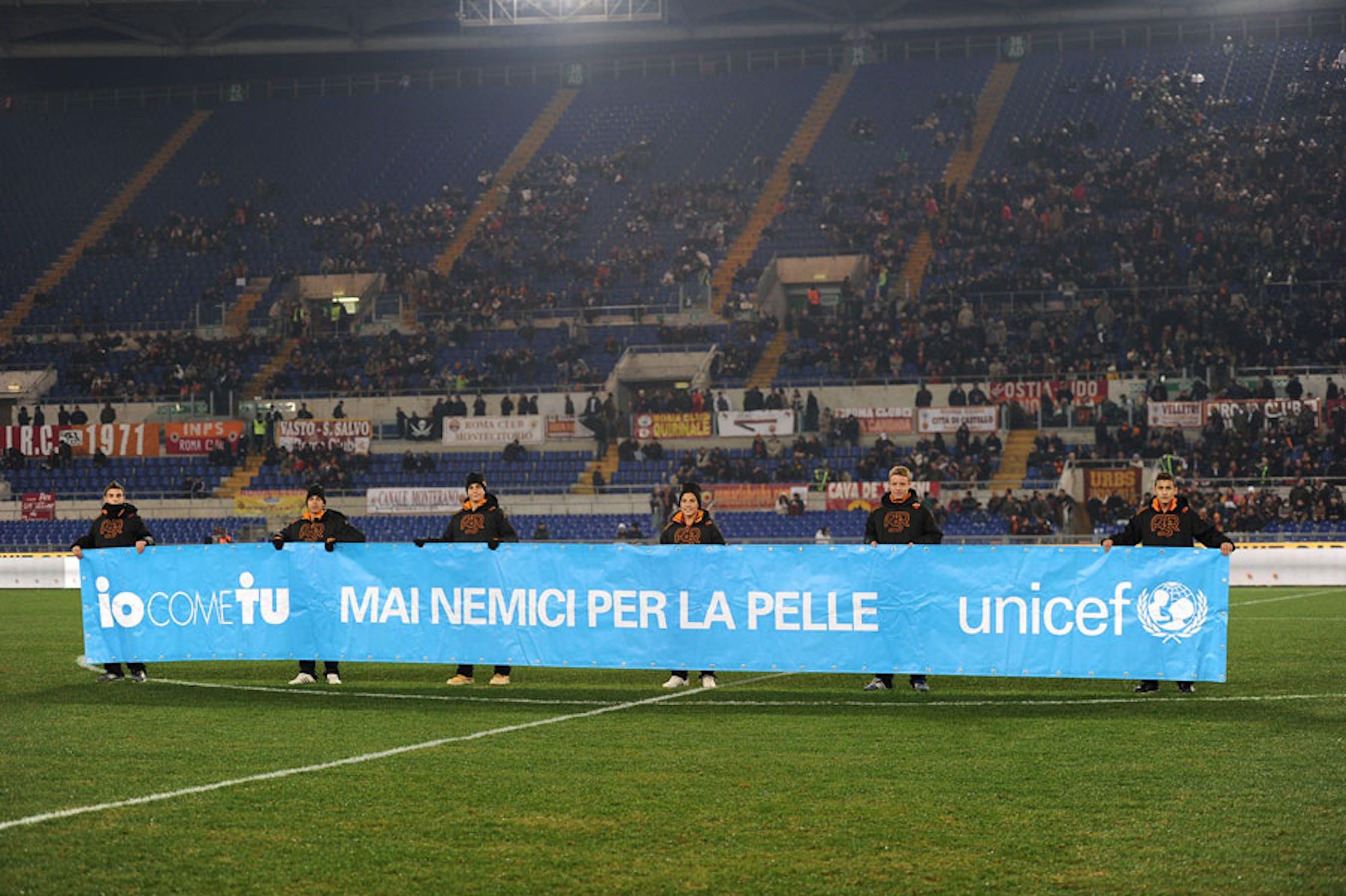 Lo striscione dell'UNICEF che campeggerà negli stadi di serie A nel week-end calcistico del 23-25 novembre 2013