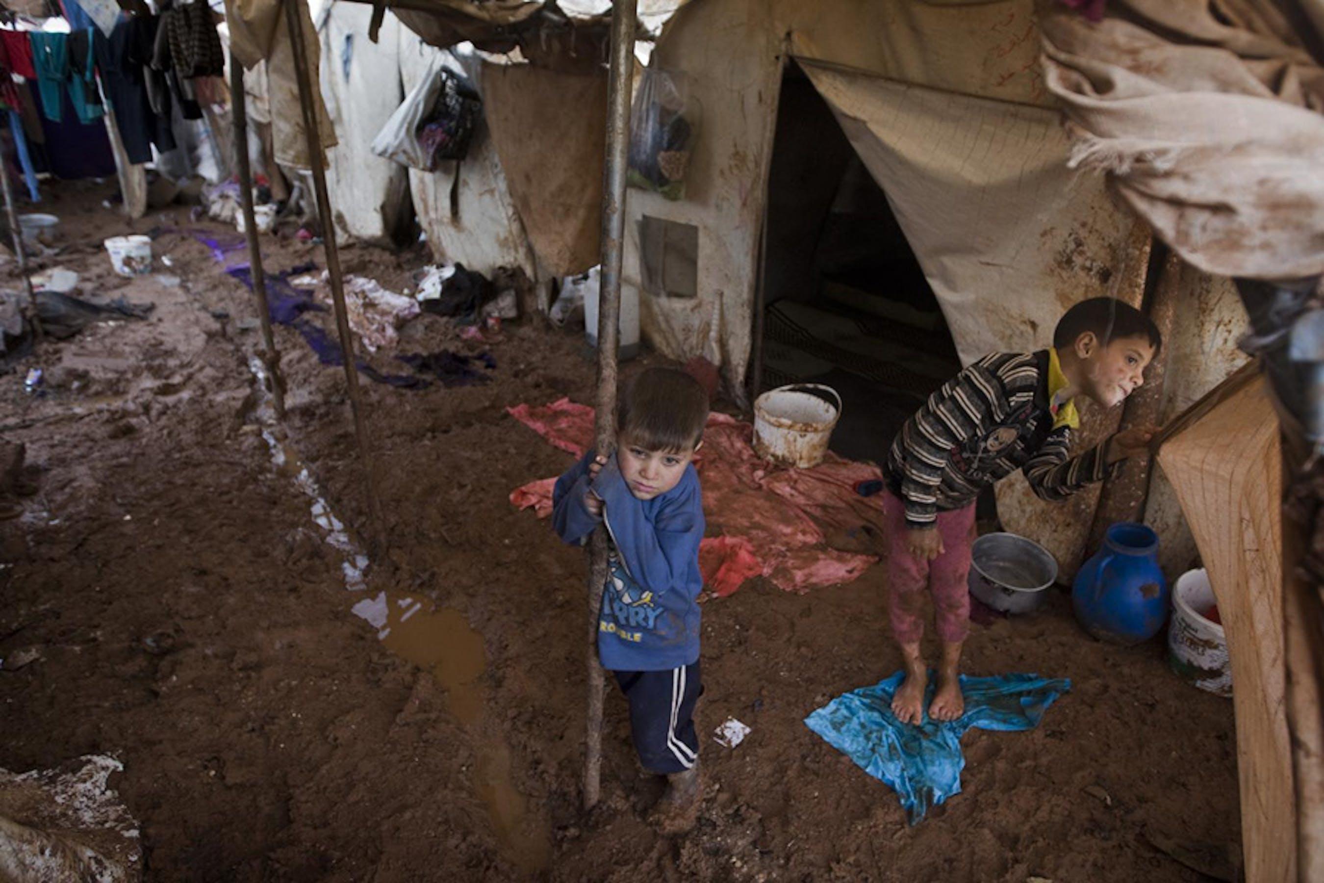 Bambini nel campo per sfollati di Bab-Al-Salam, nei pressi di Aleppo (Siria settentrionale) - ©UNICEF/NYHQ2014-0002/G.Diffidenti