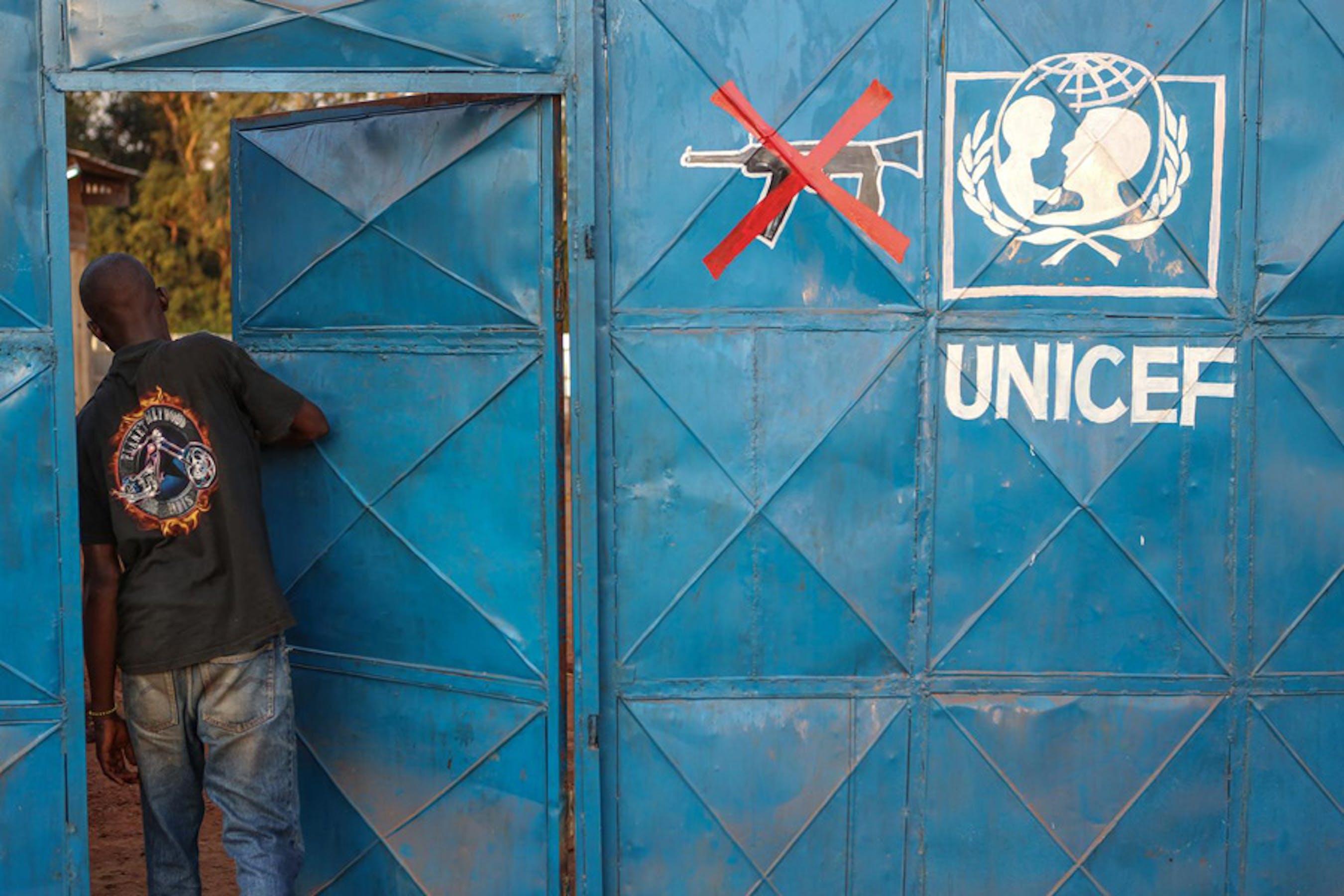 L'ingresso di un centro per il recupero dei minori smobilitati da esercito e milizie a Bria (Repubblica Centrafricana) - ©UNICEF/NYHQ2012-2305/Jordi Matas