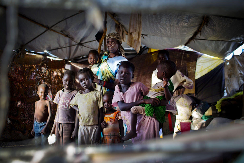 Sfollati nella base dei caschi blu ONU di Malakal (Sud Sudan), dove hanno trovato rifugio circa 16.000 persone in fuga dagli scontri armati - ©UNICEF/NYHQ2014-0421/Holt