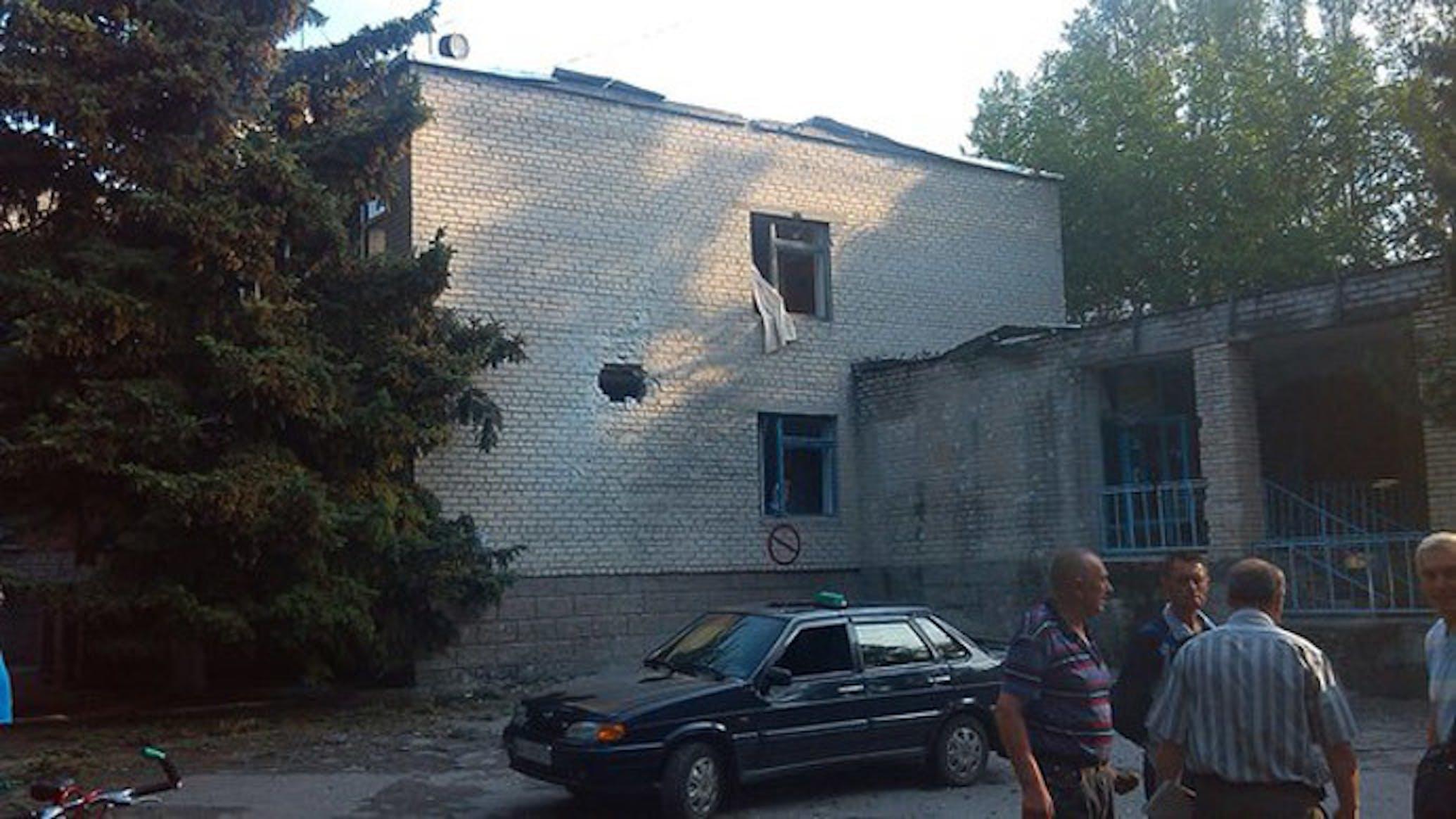 Un'immagine dell'ospedale di Slavyansk colpito la mattina del 30 maggio. Fortunatamente, al momento dell'impatto i bambini erano già stati evacuati dalla struttura