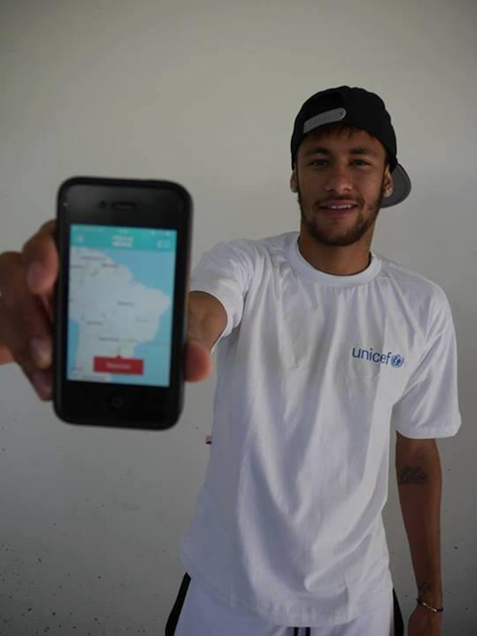 La star del Brasile Neymar Jr. con la app UNICEF