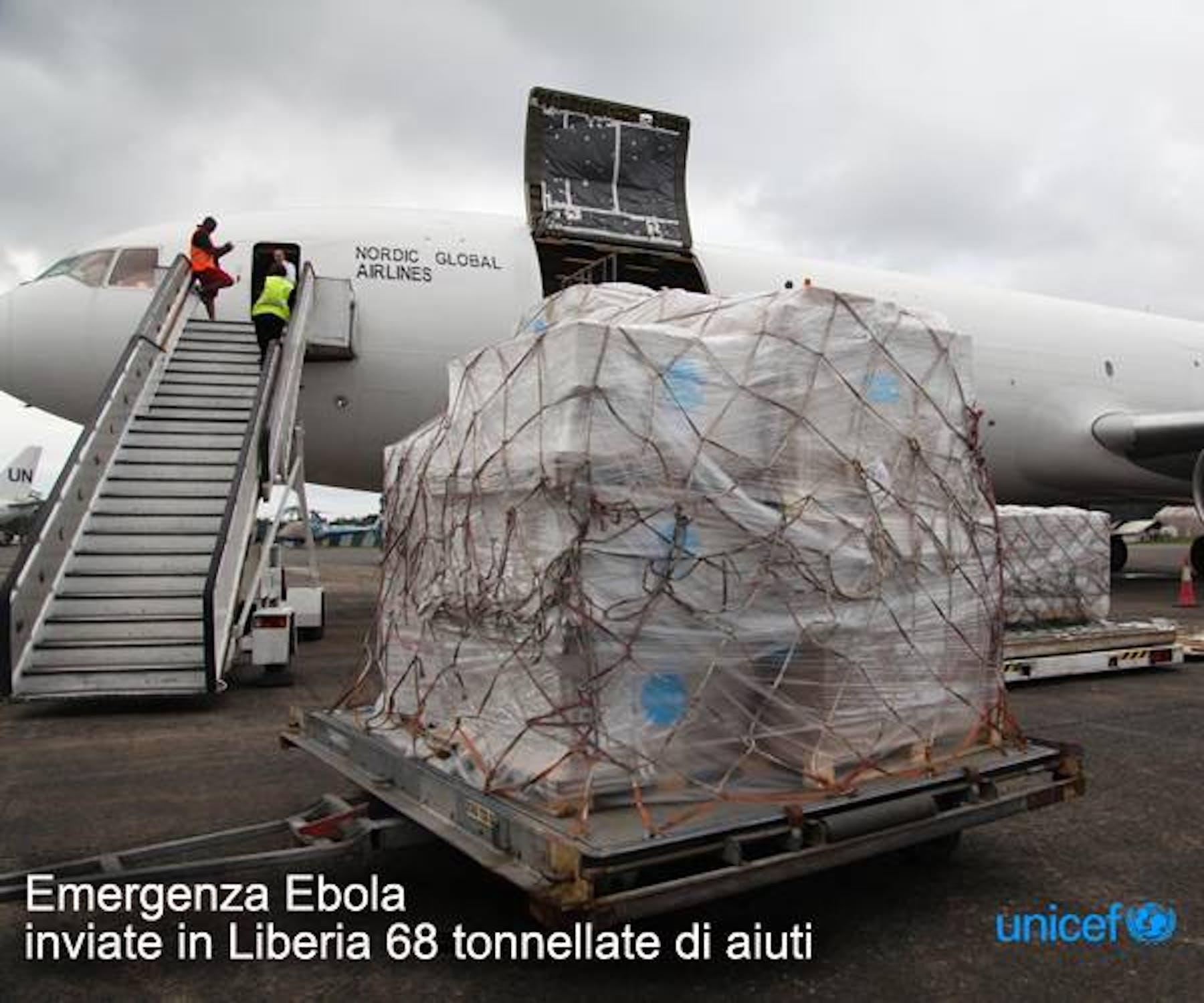 L'aereo cargo con 68 tonnellate di forniture sanitarie e igieniche per combattere la peggiore epidemia di Ebola nella storia