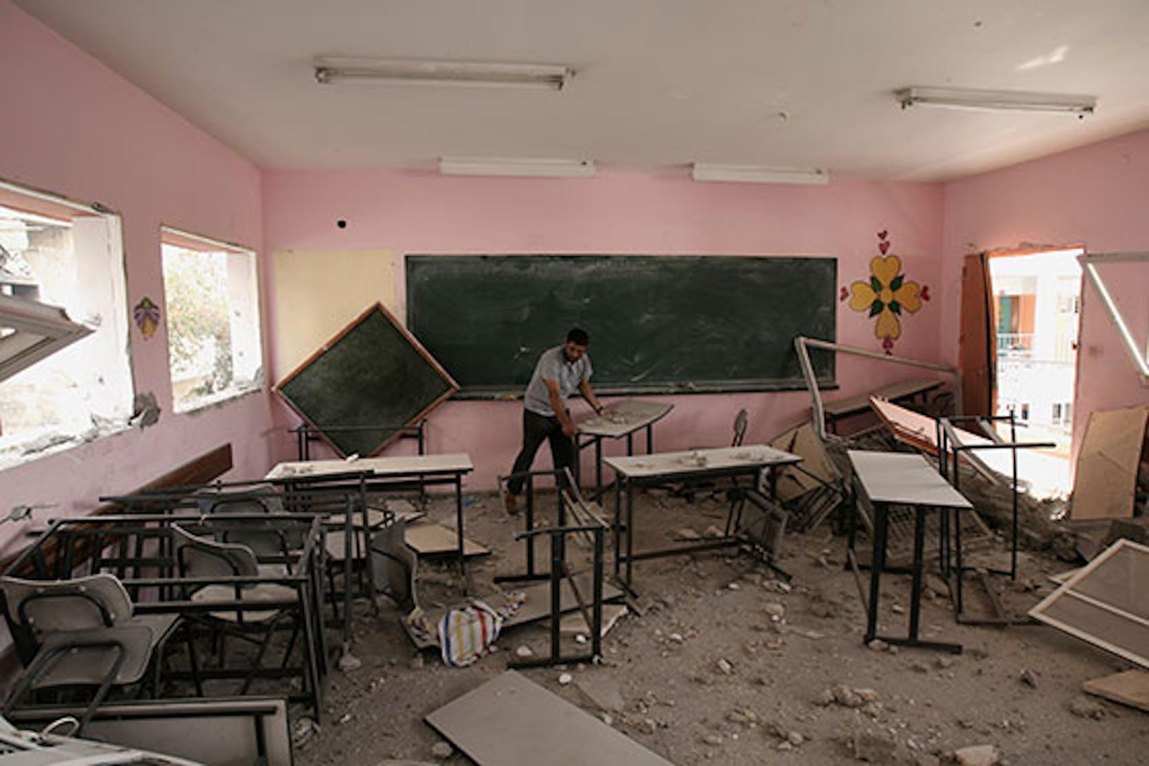 L'interno di una scuola della Striscia di Gaza devastata dai bombardamenti israeliani - ©UNICEF/NYHQ2014-1376/El Baba