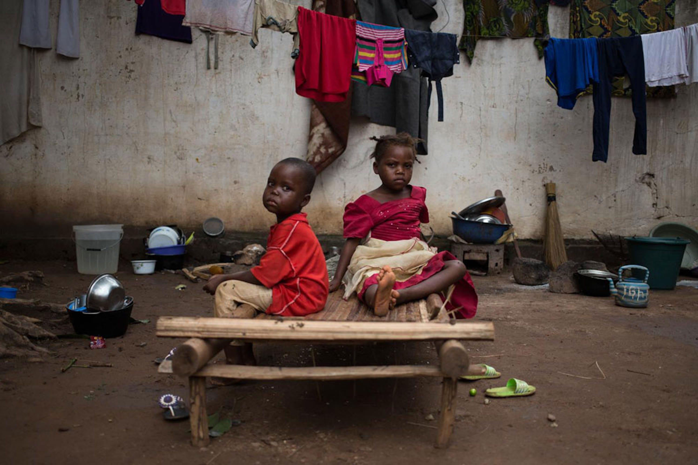 Due fratellini sfollati nella Grande Moschea di Bangui (Repubblica Centrafricana), dove hanno trovato rifugio molti musulmani della città - ©UNICEF/NYHQ2014-0940/Bindra