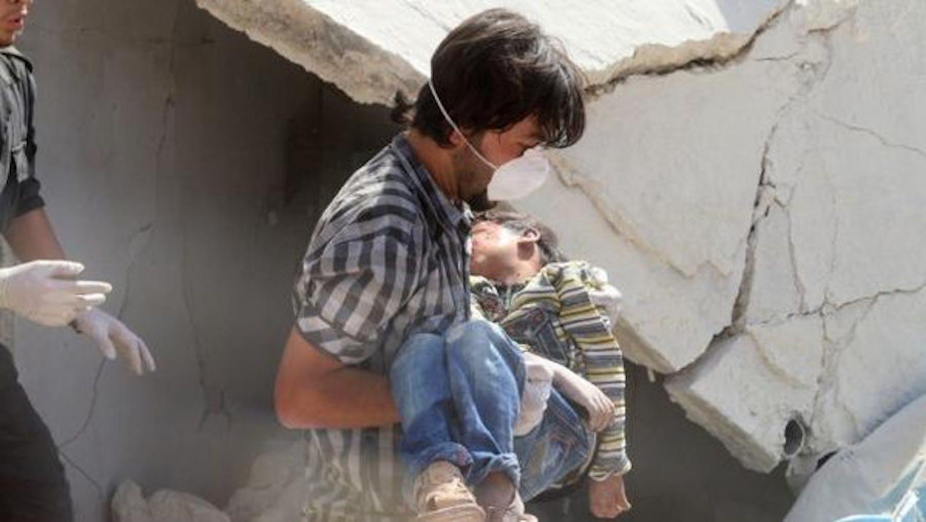 La scuola colpita da colpi di mortaio a Qaboun, sobborgo a nord-est di Damasco - ©AFP