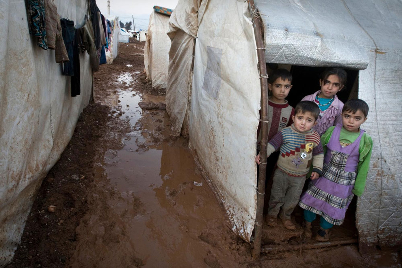 Bambini nel campo per sfollati di Bab-el-Salaam, nel nord della Siria - ©UNICEF/NYHQ2014-0003/Giovanni Diffidenti