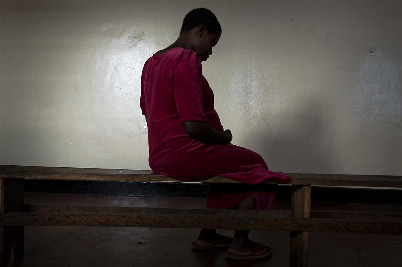 Una giovane donna in un centro per vittime della violenza sessuale a Goma (Rep. Democratica del Congo) -  ©UNICEF/NYHQ2008-1328/Holt