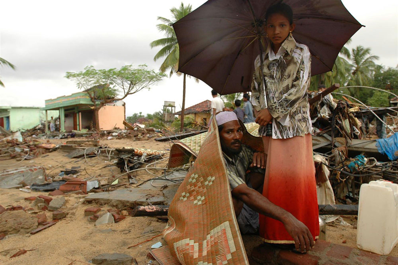 Un villaggio dello Sri Lanka raso al suolo all'indomani dello tsunami del 26 dicembre 2004 - ©UNICEF/NYHQ2004-0890/Noorani