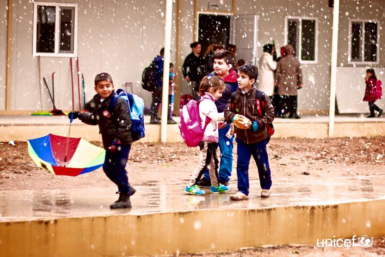 Una scuola prefabbricata installata dall'UNICEF a Duhok, nel Kurdistan iracheno. L'edificio dà l'opportunità di studiare a 263 bambini sfollati, fra cui alcuni bambini Yazidi, fuggiti dalle persecuzioni dell'ISIS nella regione di Shingal - ©UNICEF Iraq